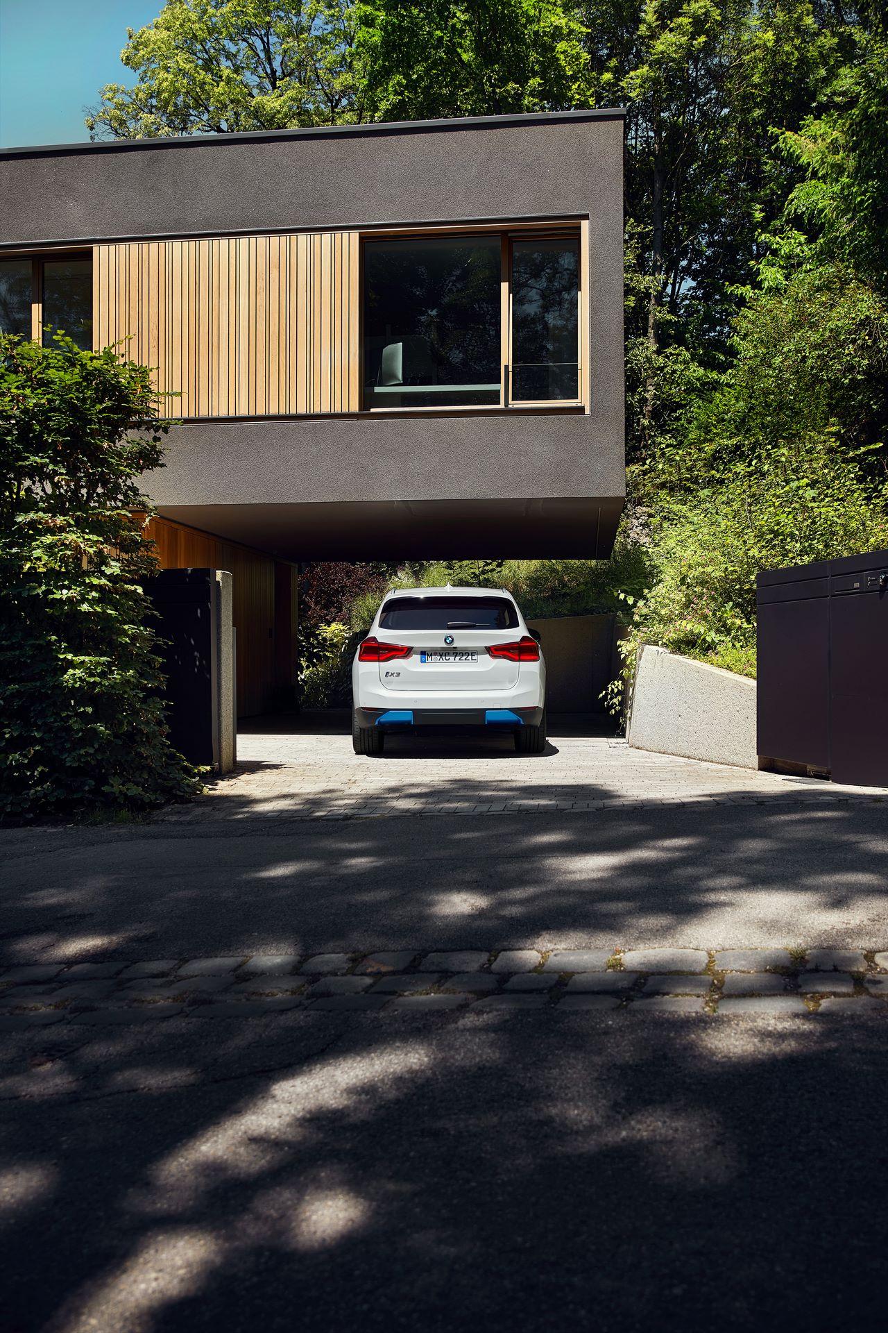 BMW-iX3-18