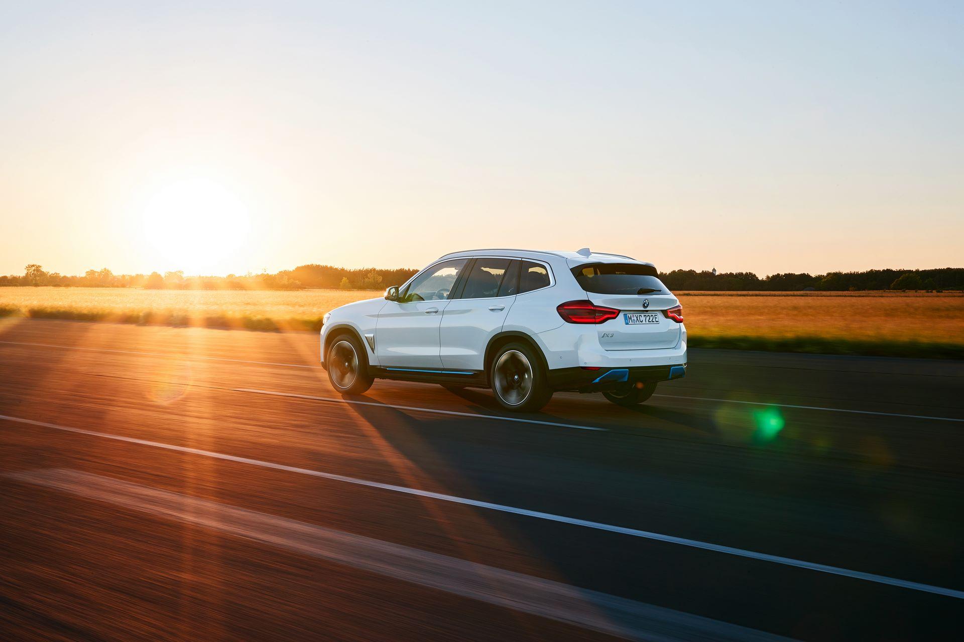 BMW-iX3-2