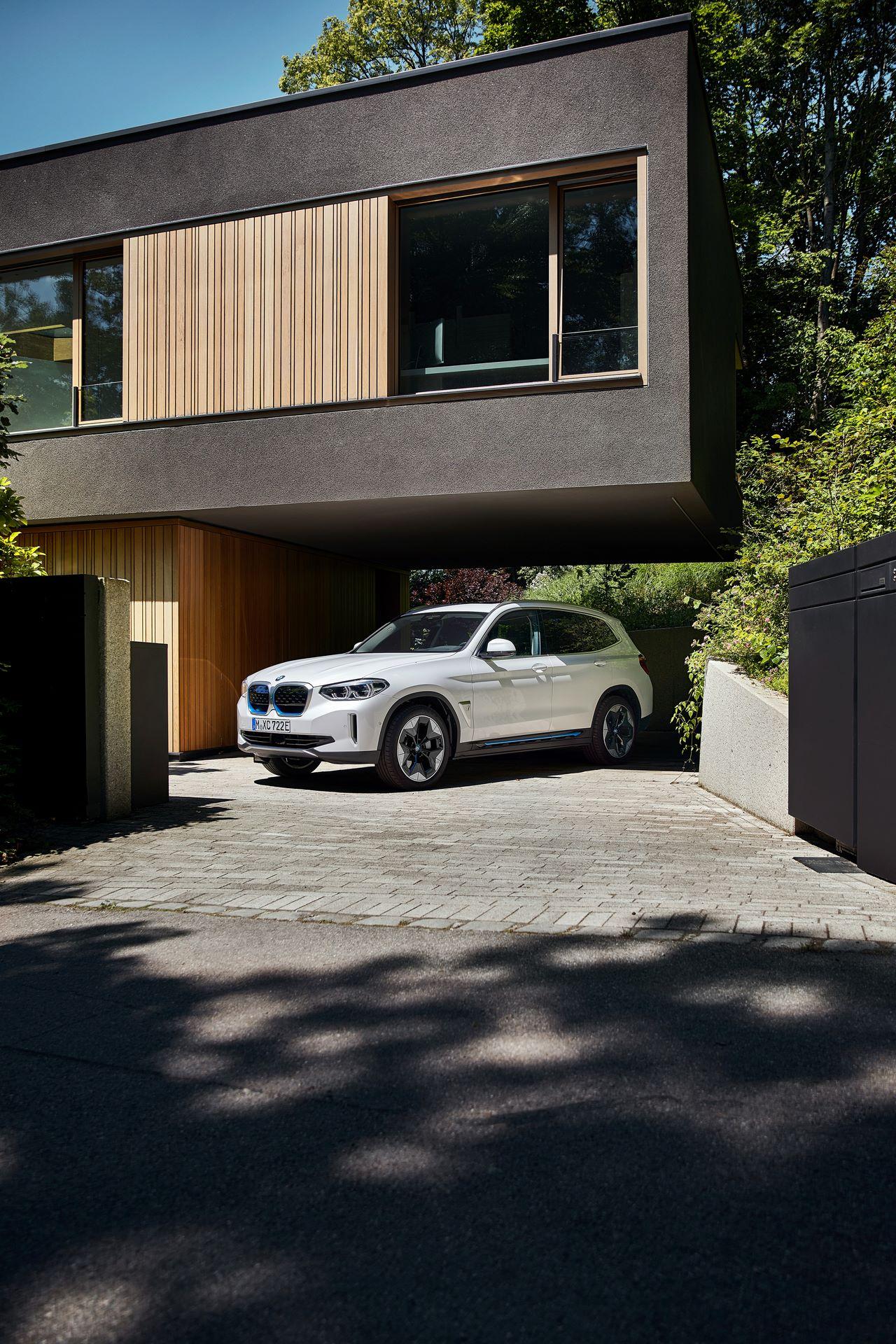 BMW-iX3-21