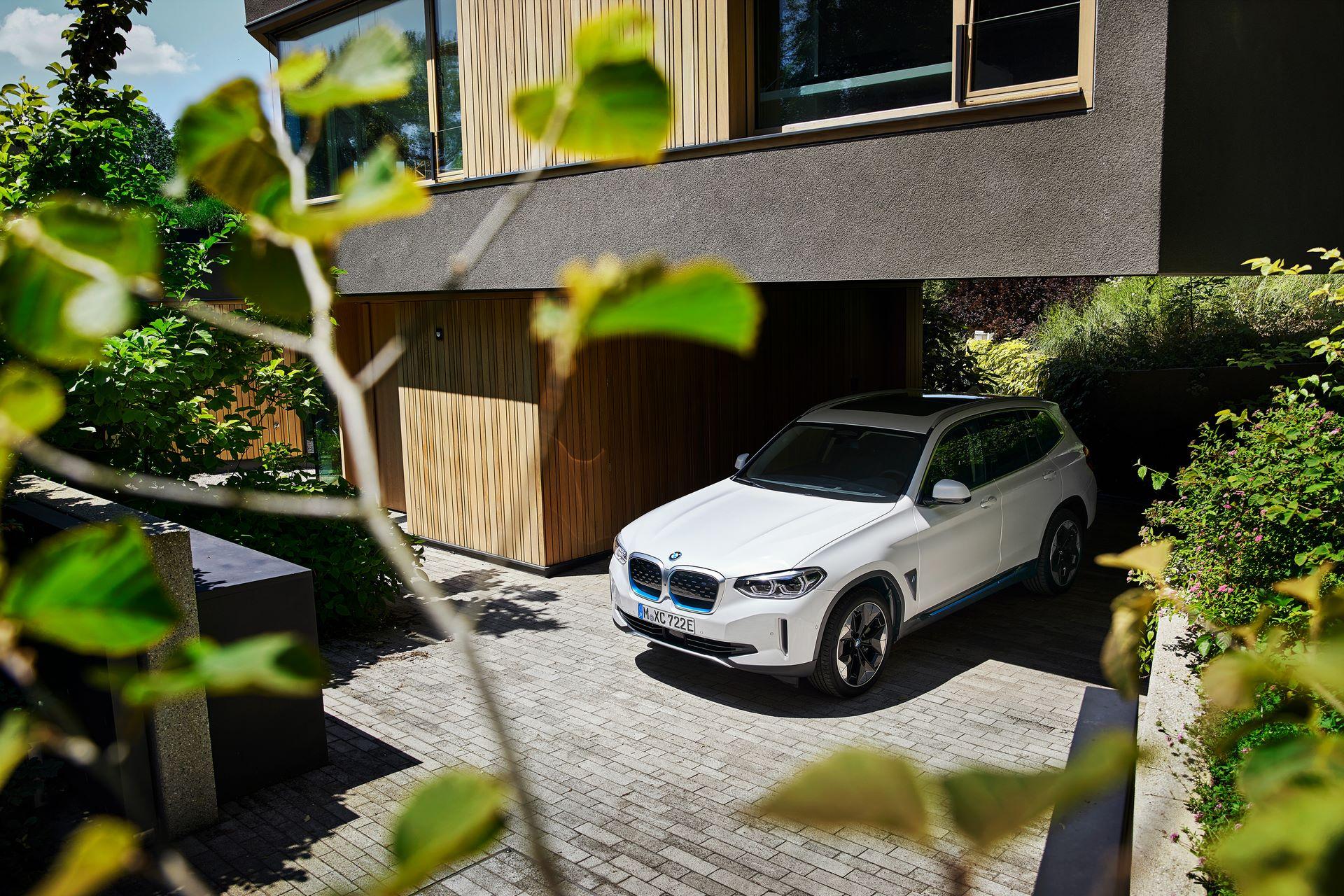 BMW-iX3-23