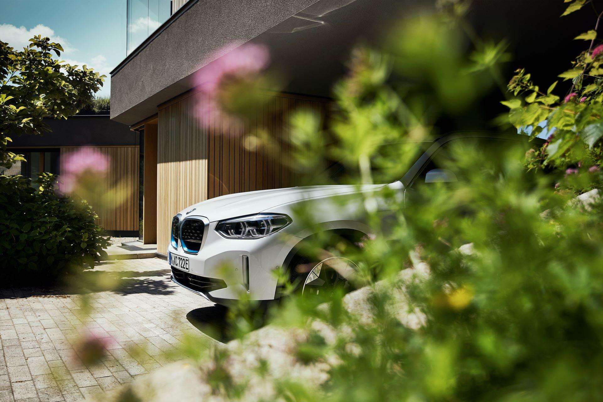 BMW-iX3-24