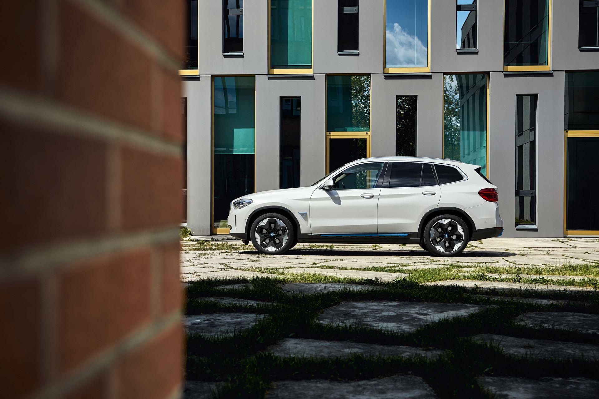 BMW-iX3-27