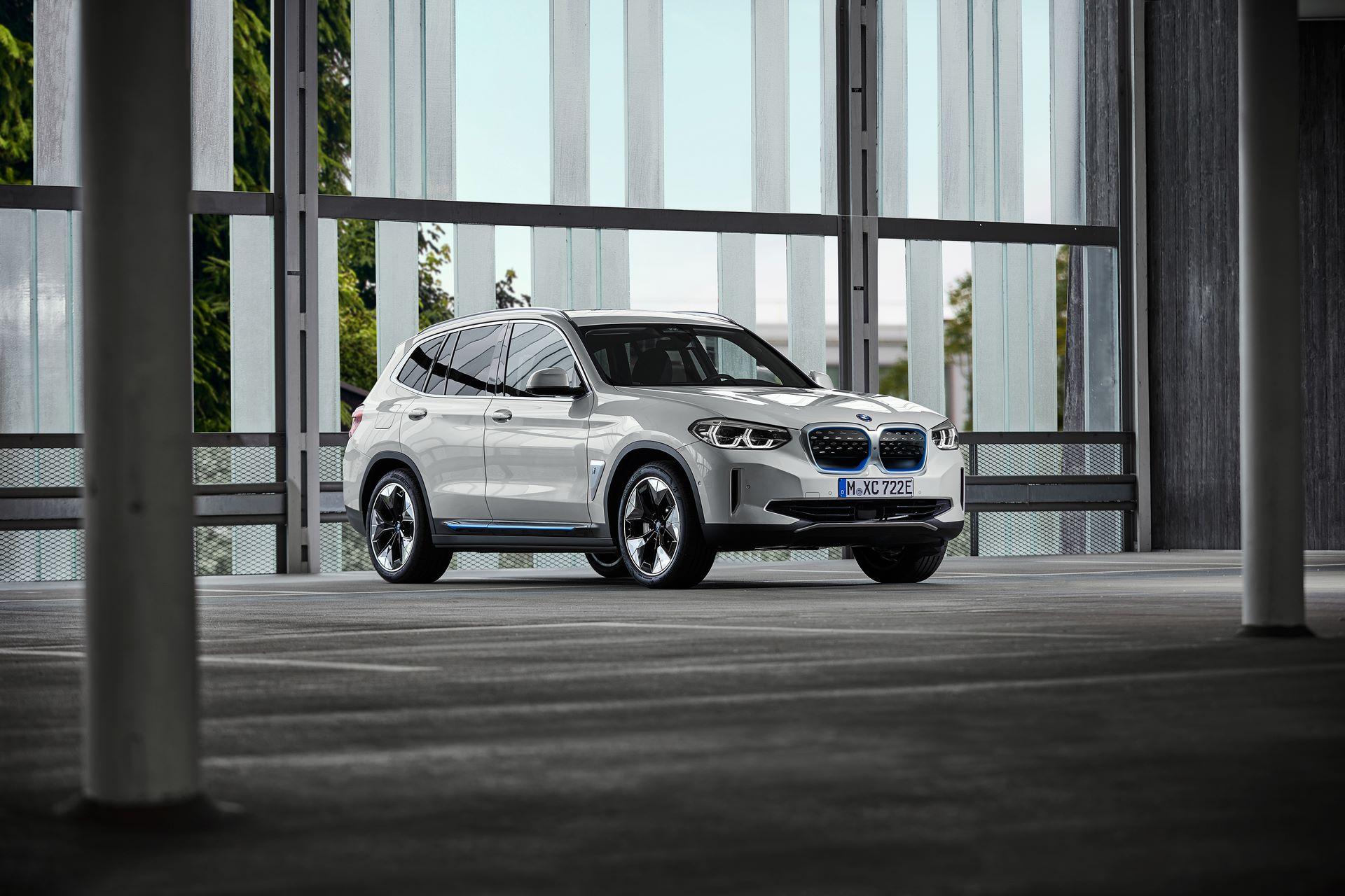 BMW-iX3-29