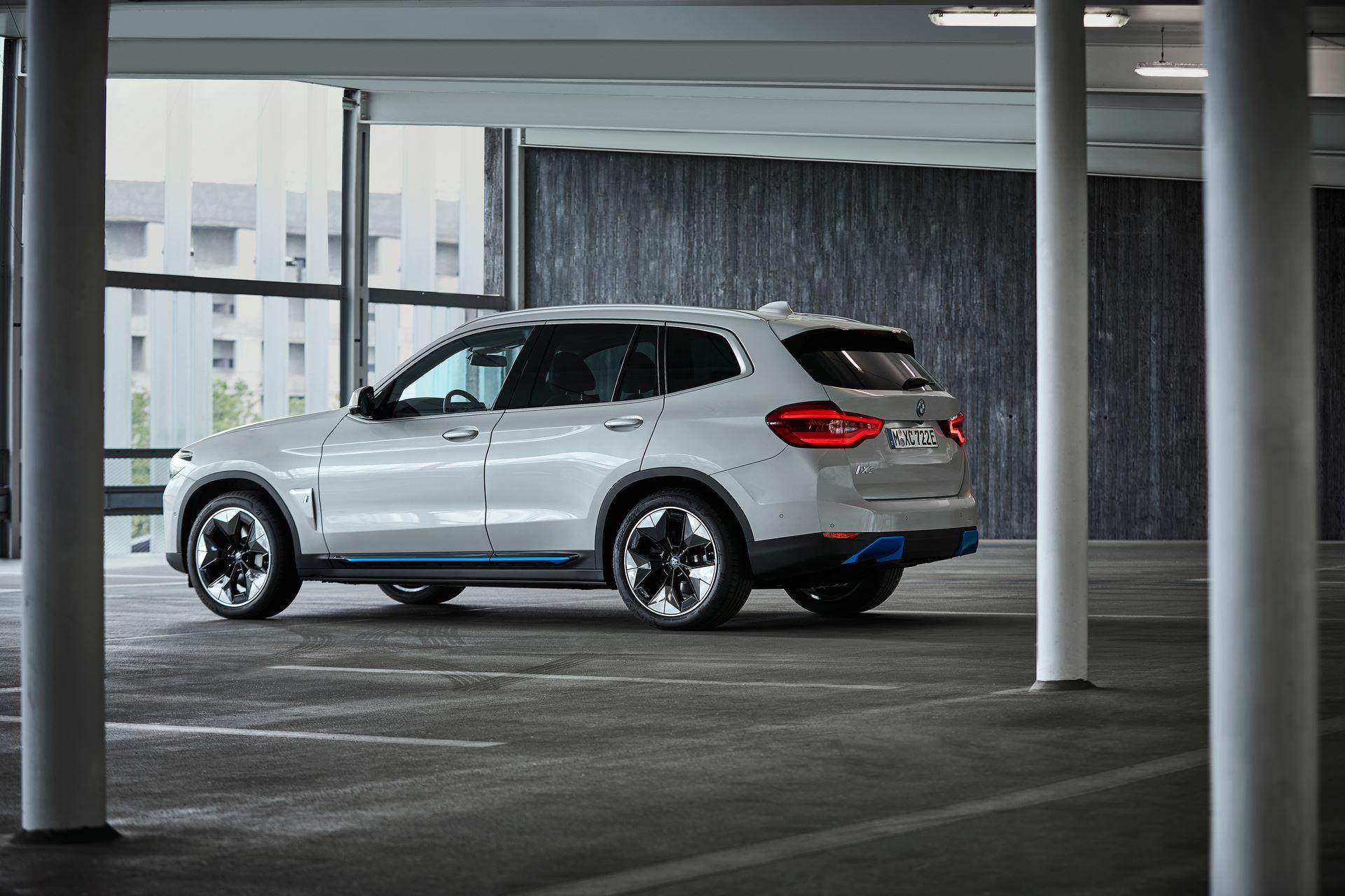 BMW-iX3-30