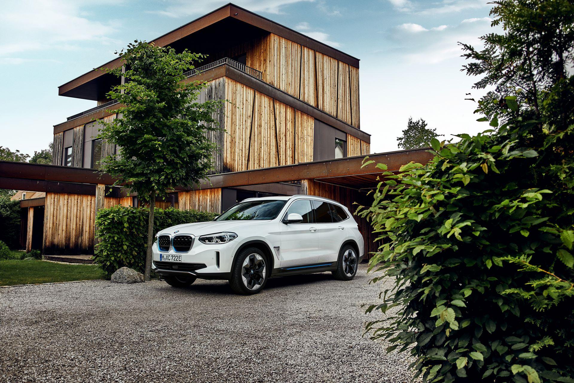 BMW-iX3-32