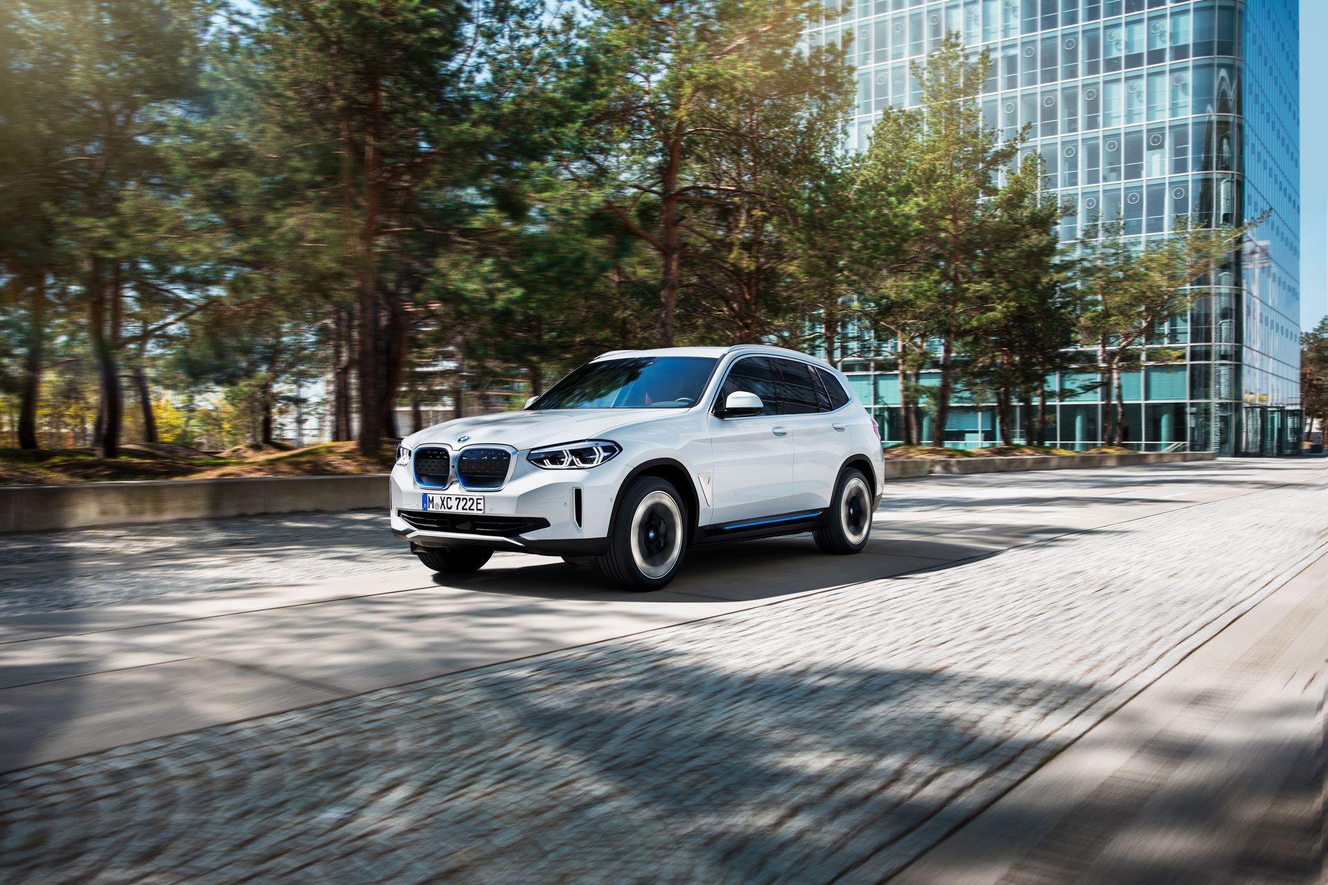 BMW-iX3-35