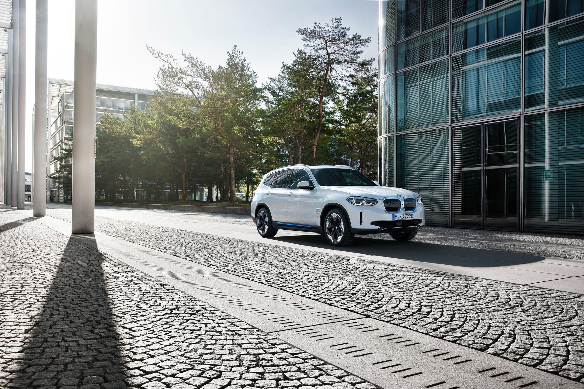 BMW-iX3-36
