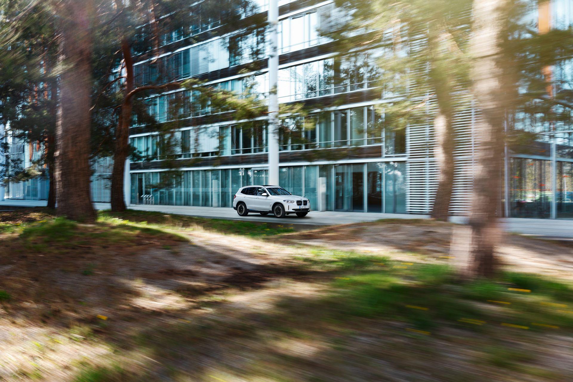 BMW-iX3-40