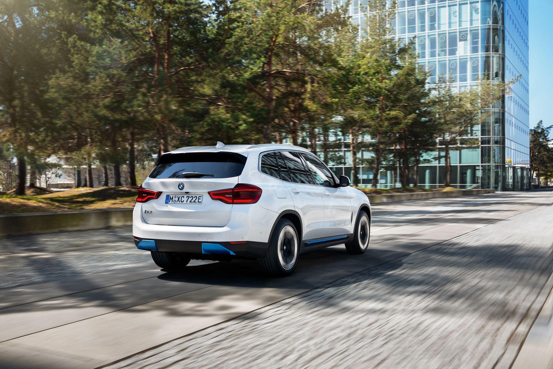 BMW-iX3-41