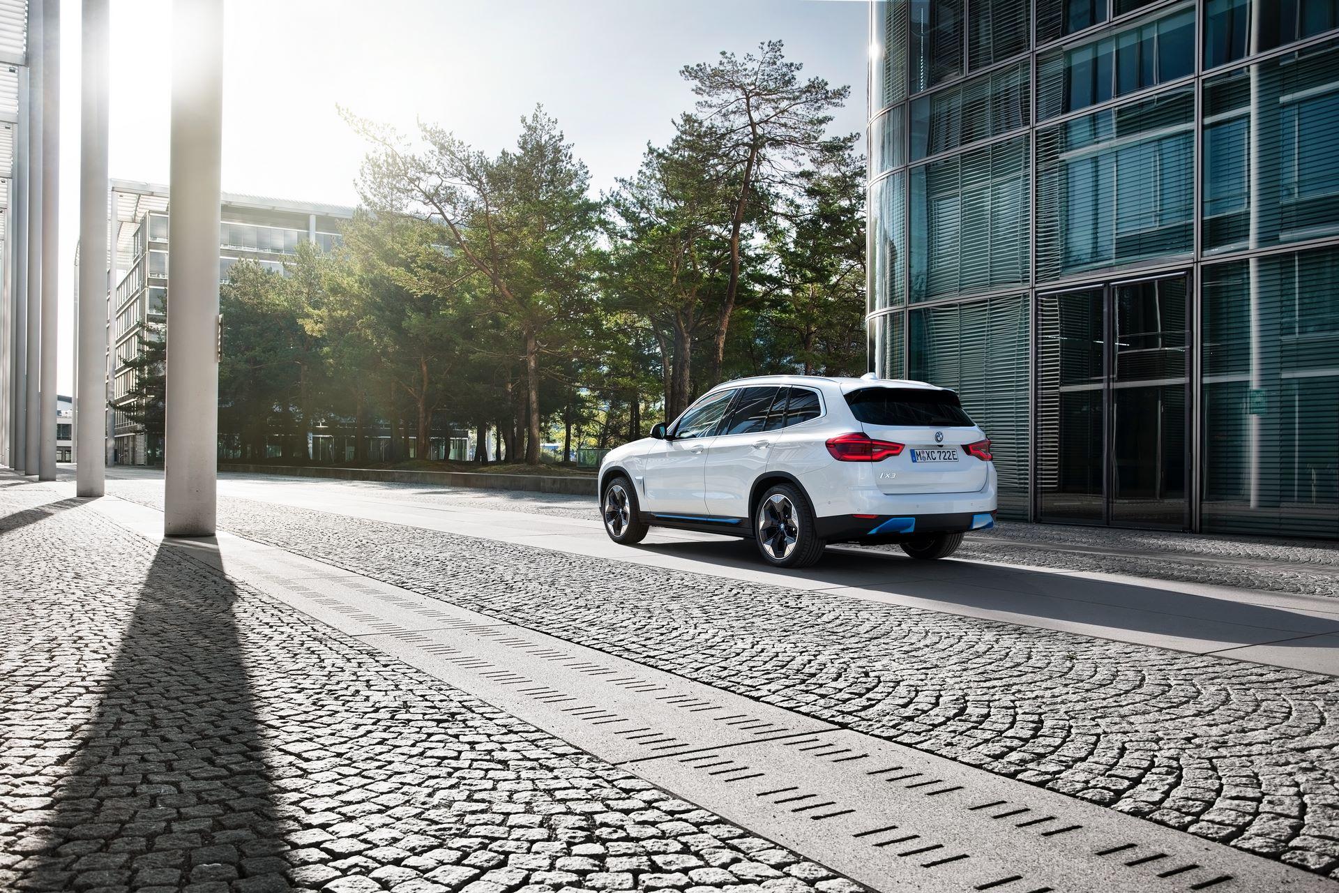 BMW-iX3-42