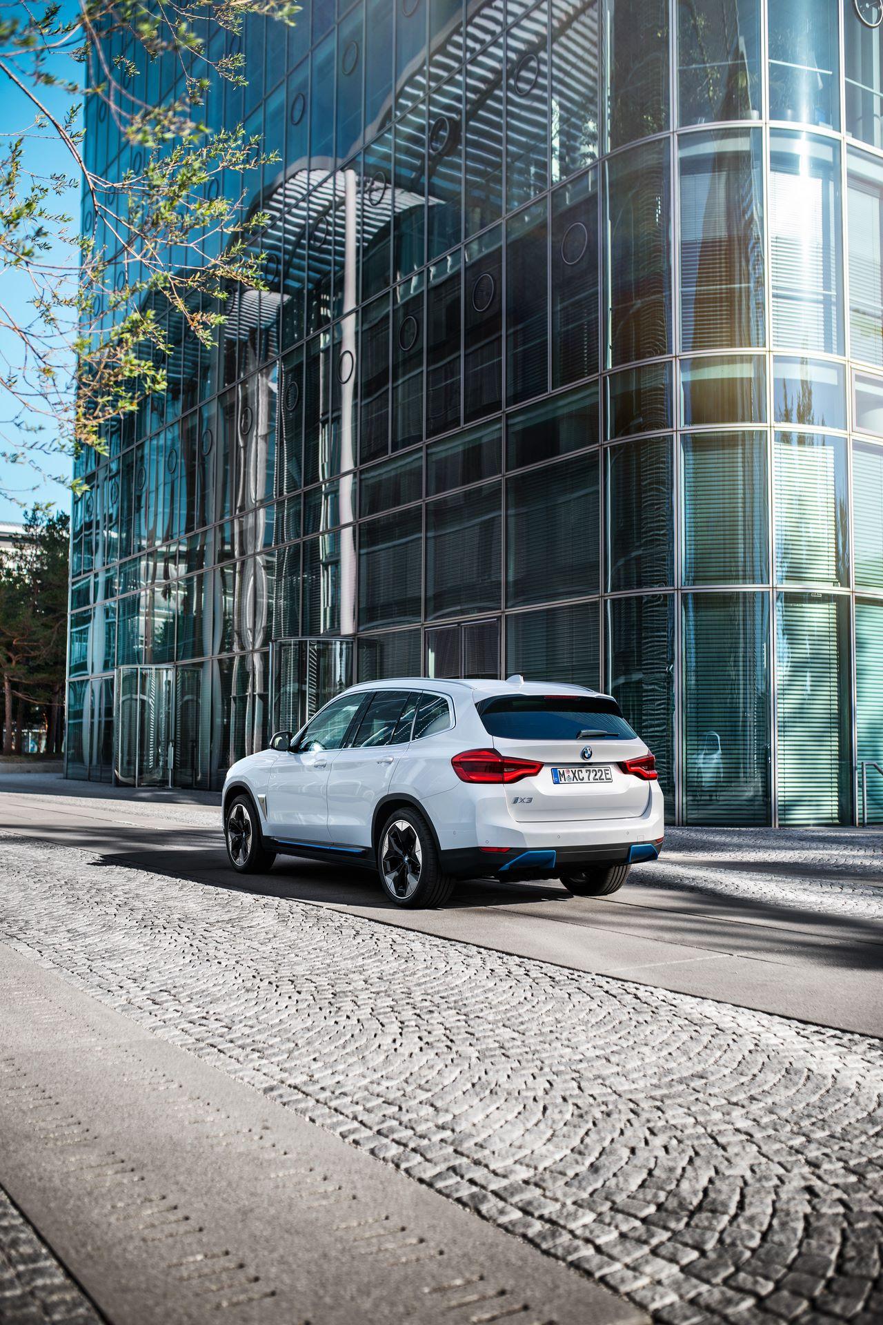 BMW-iX3-43