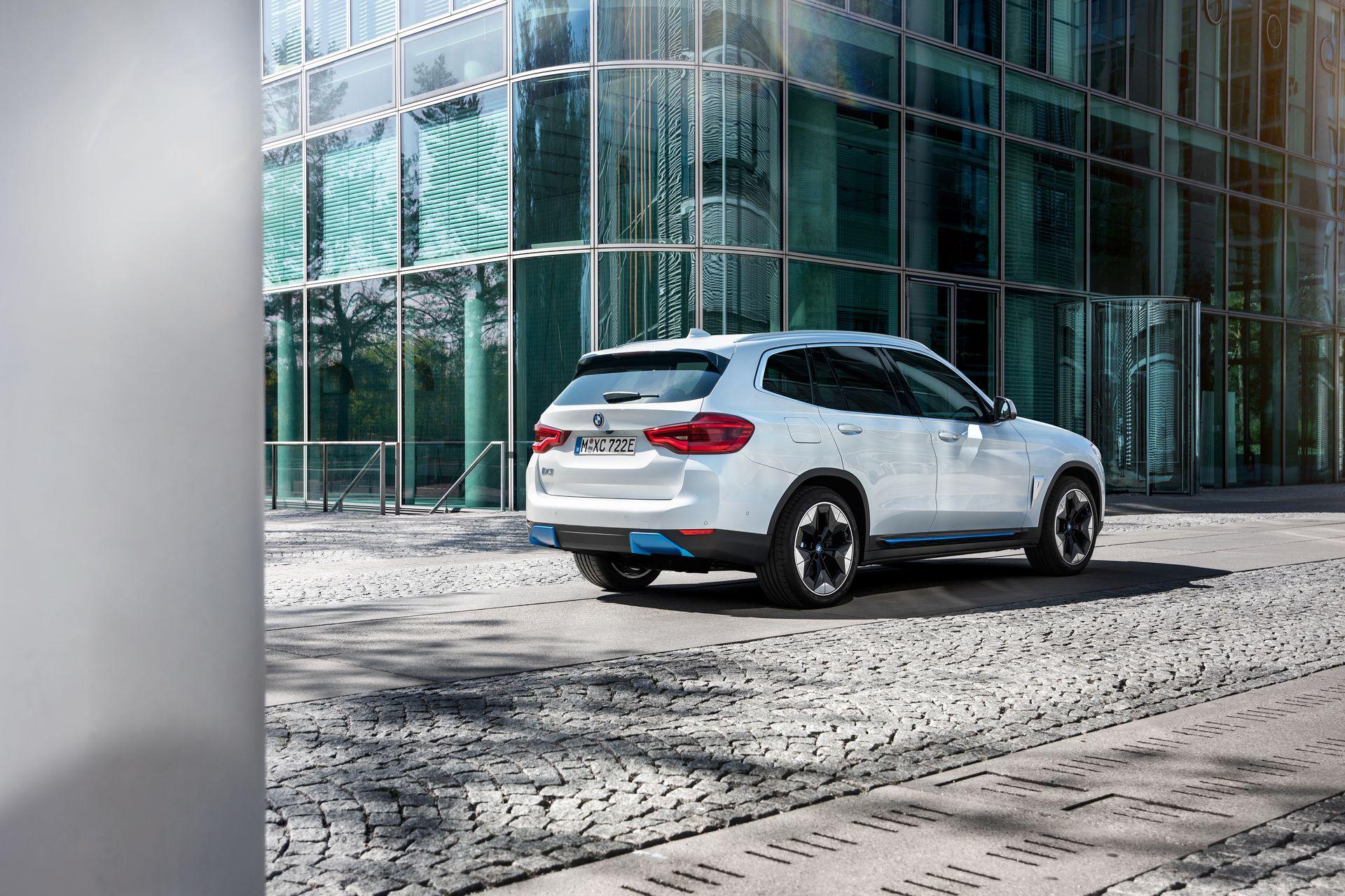 BMW-iX3-44