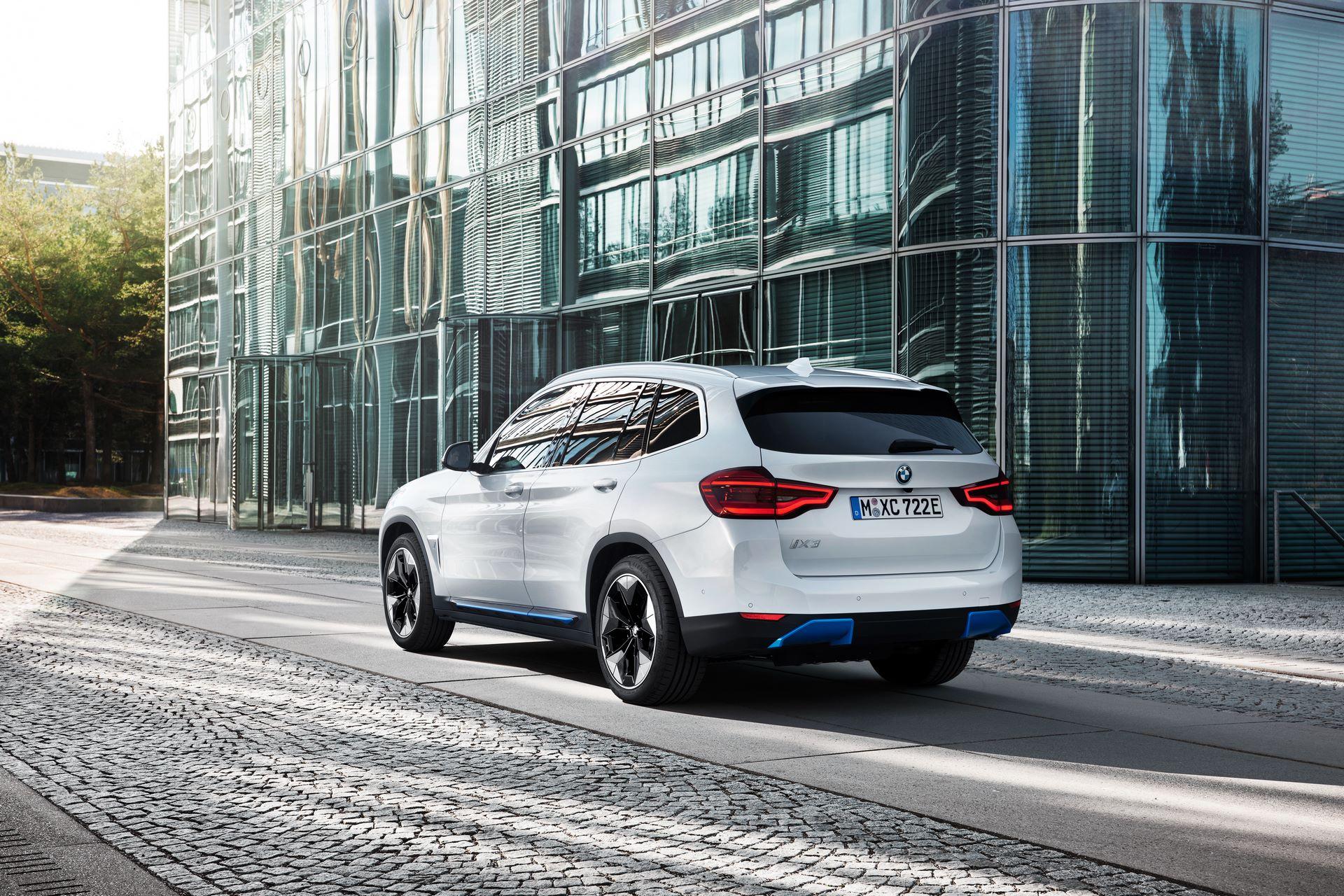 BMW-iX3-45