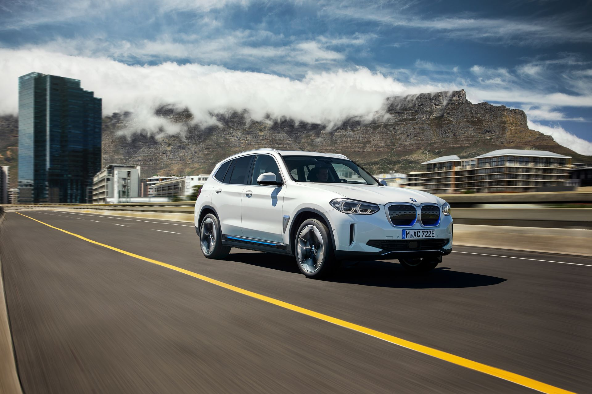 BMW-iX3-8