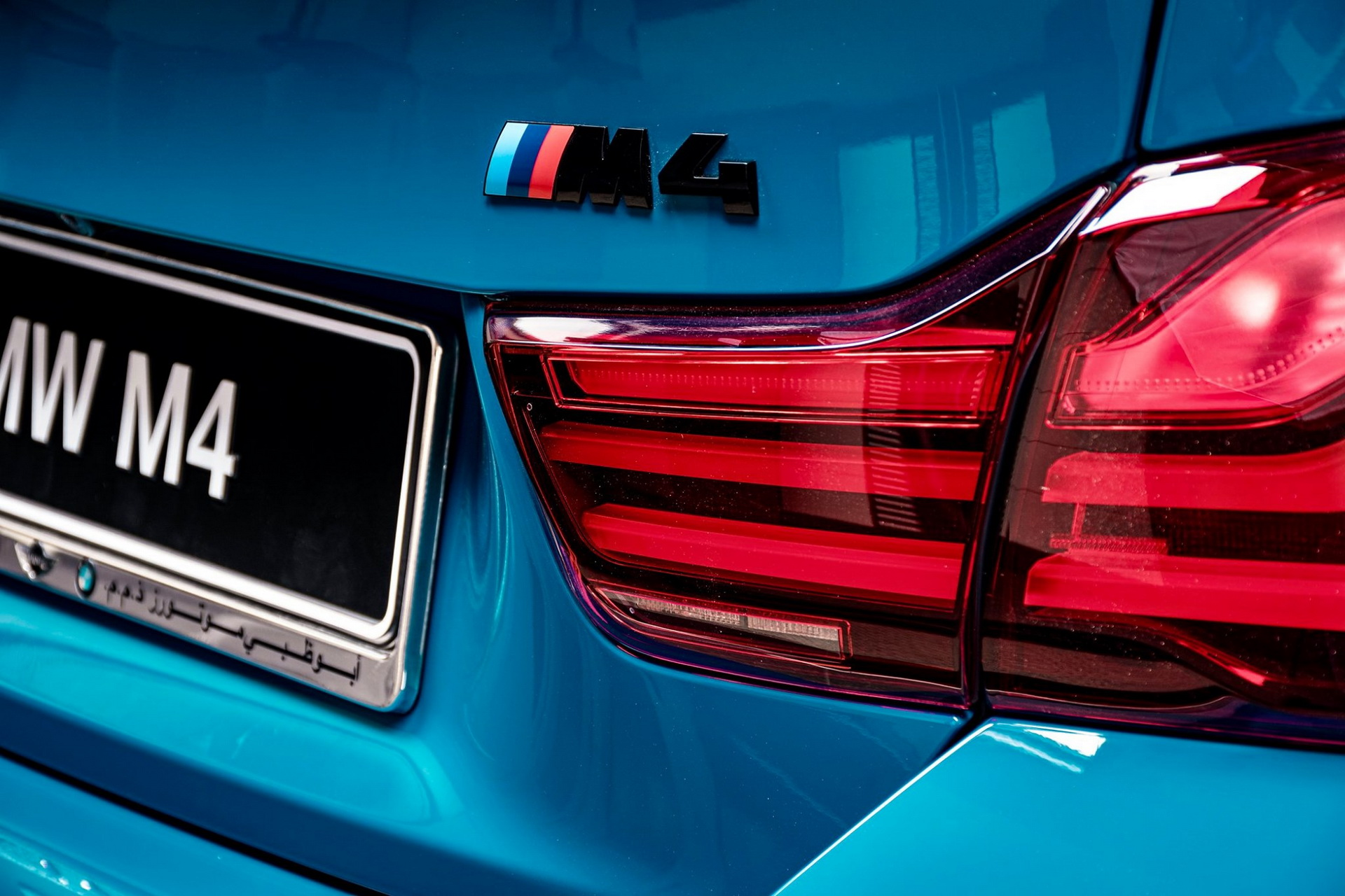 BMW-M4-Edition-M-Heritage-Abu-Dhabi-Motors-13