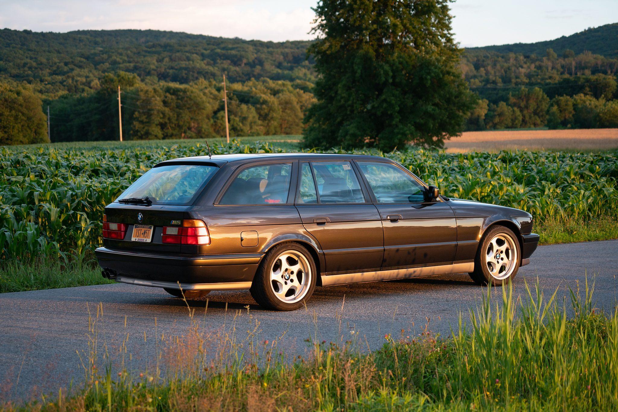 1992_BMW_M5_Touring_sale_0004