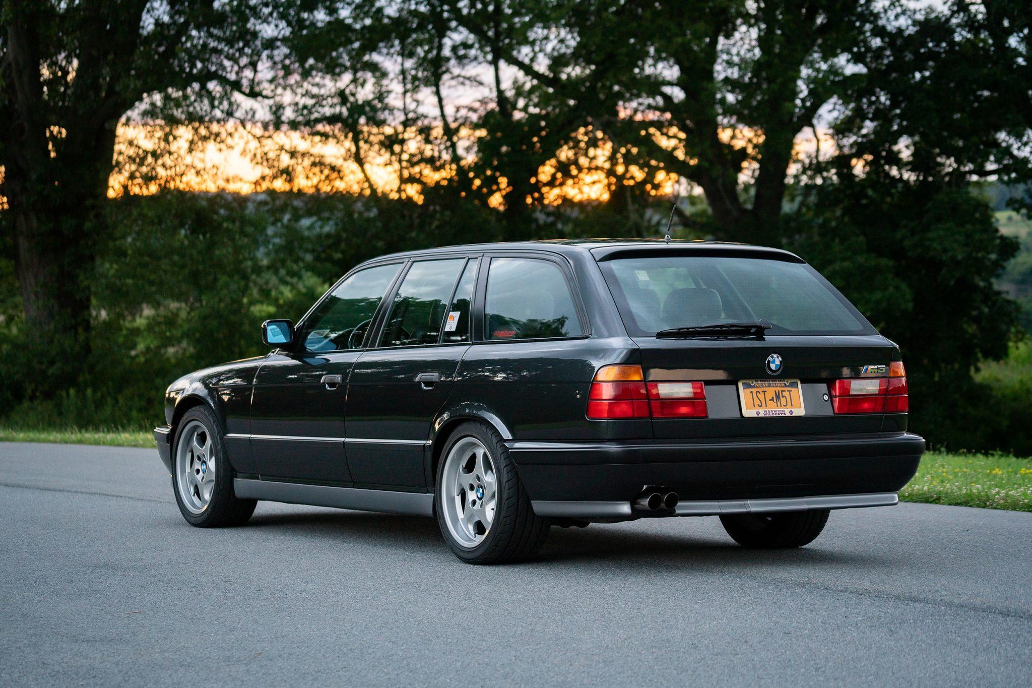 1992_BMW_M5_Touring_sale_0006