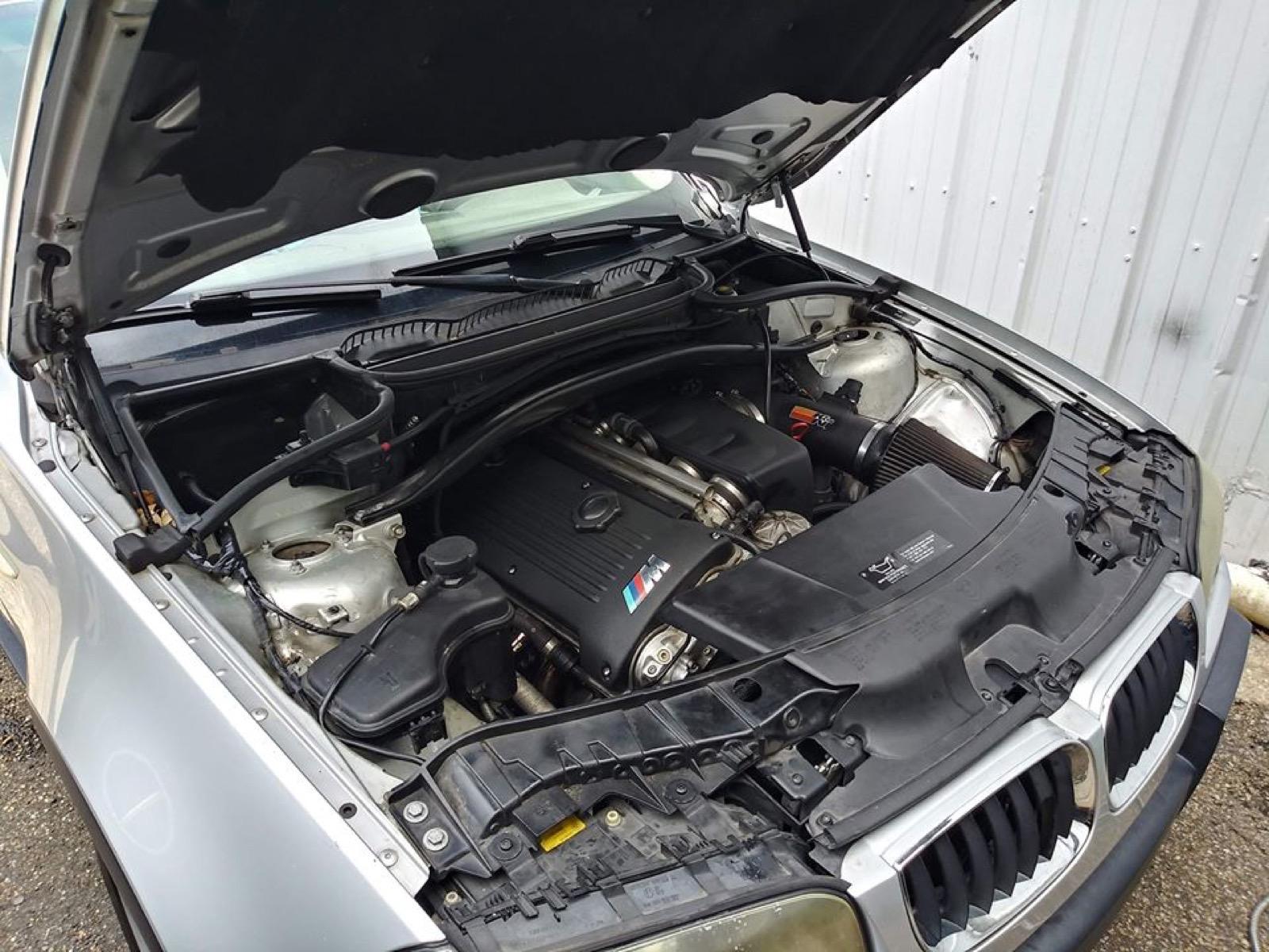 BMW_X3_with_M3_engine_0001