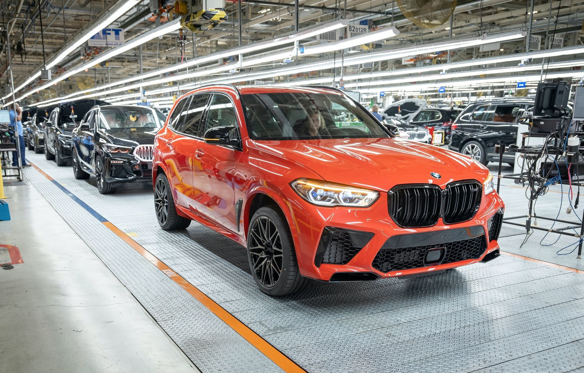 The 5 millionth car, an X5M, on 6/8/20 - File: 060720GR56