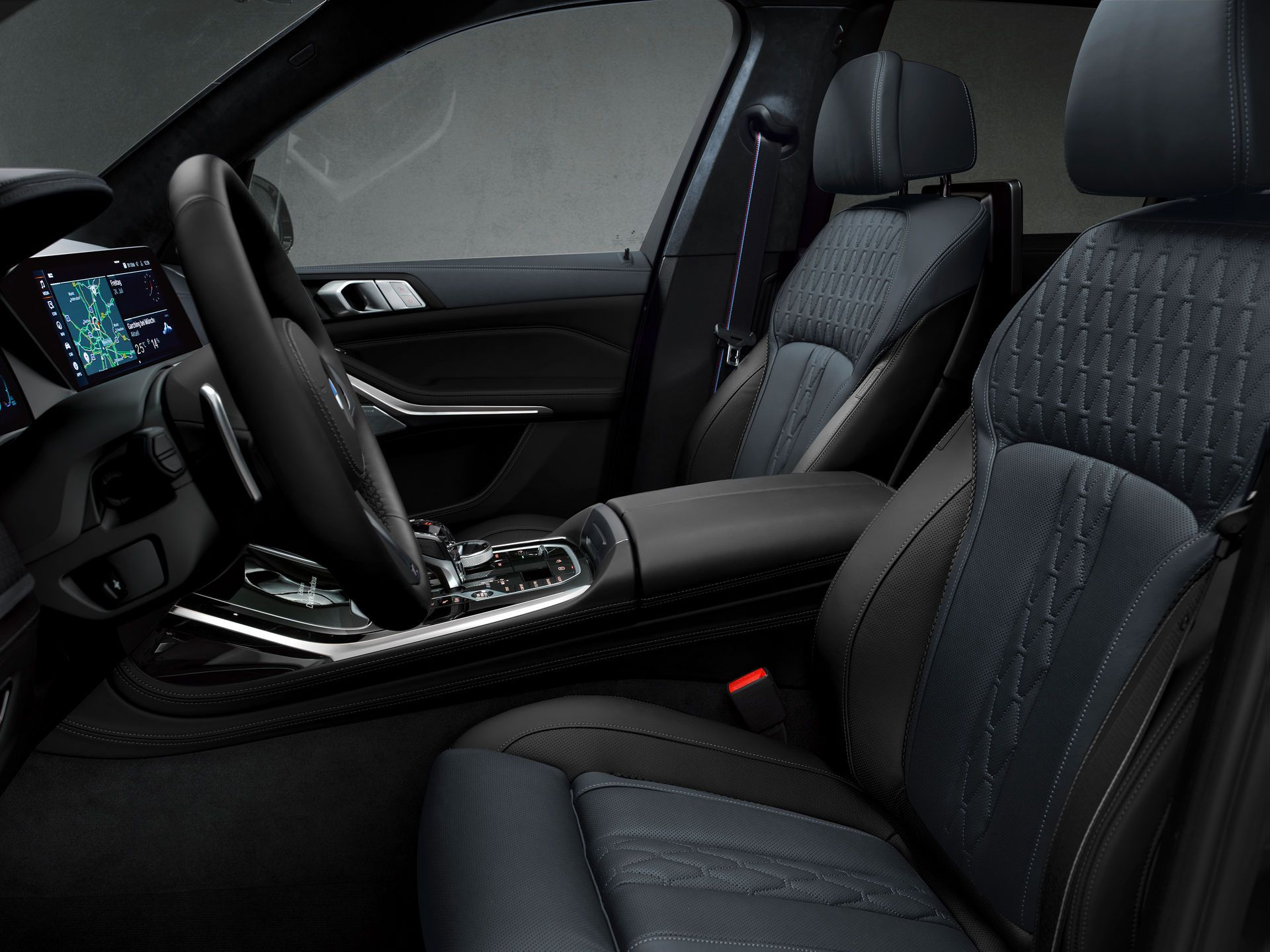 BMW-X7-Dark-Shadow-Edition-16