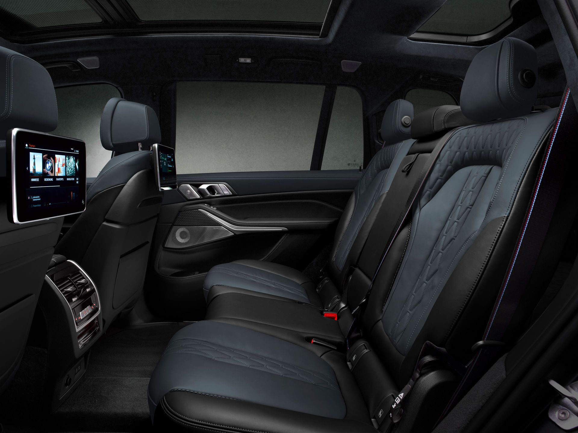 BMW-X7-Dark-Shadow-Edition-17