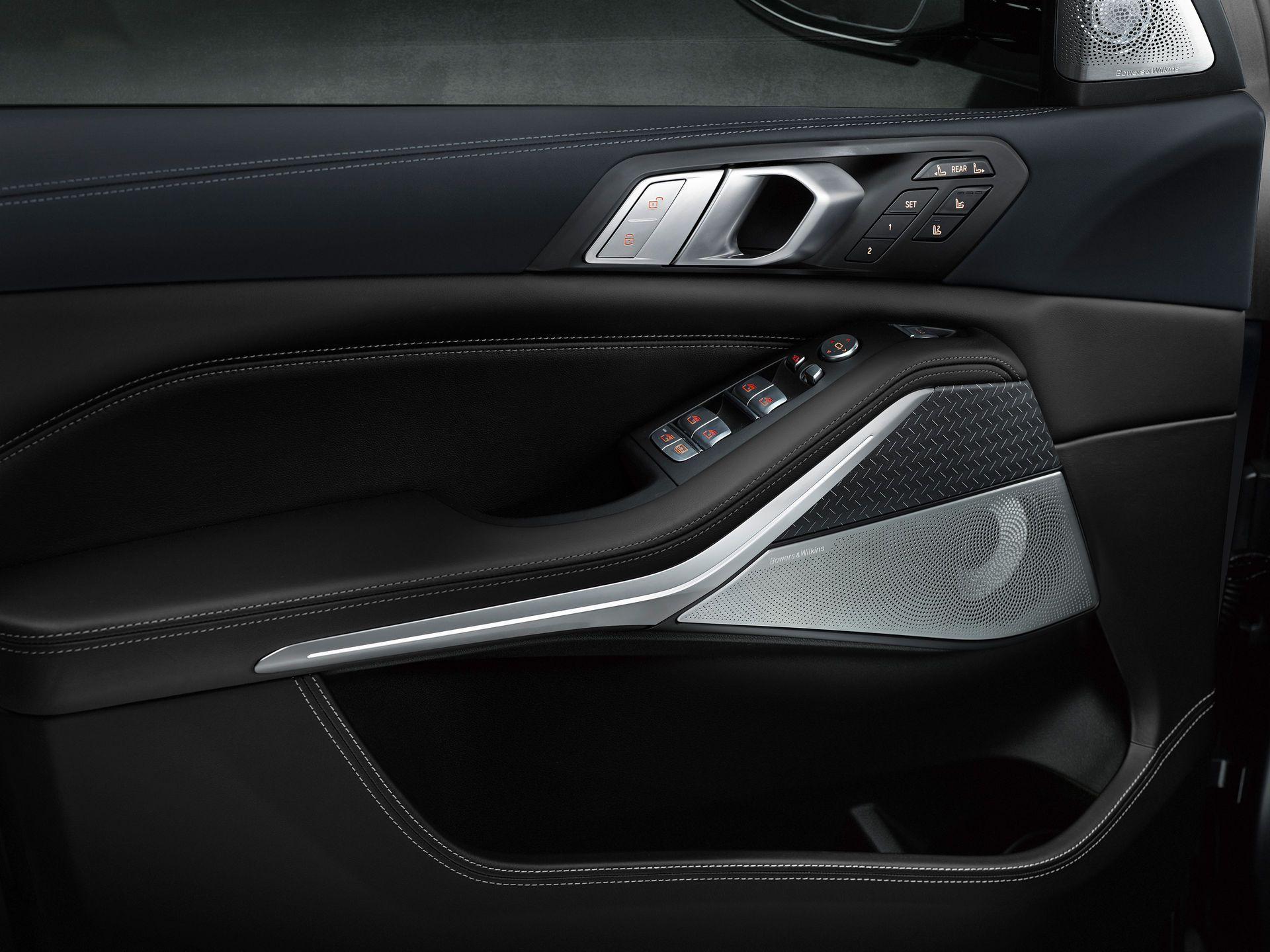 BMW-X7-Dark-Shadow-Edition-18