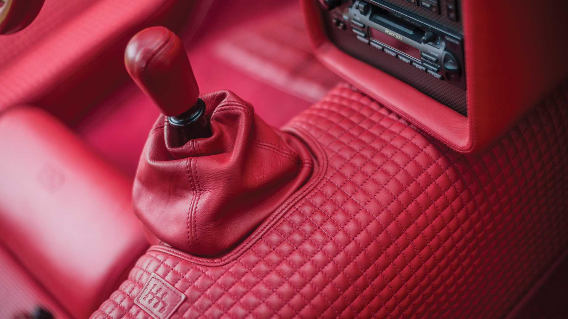 Bugatti_EB110_SS_sale_0012