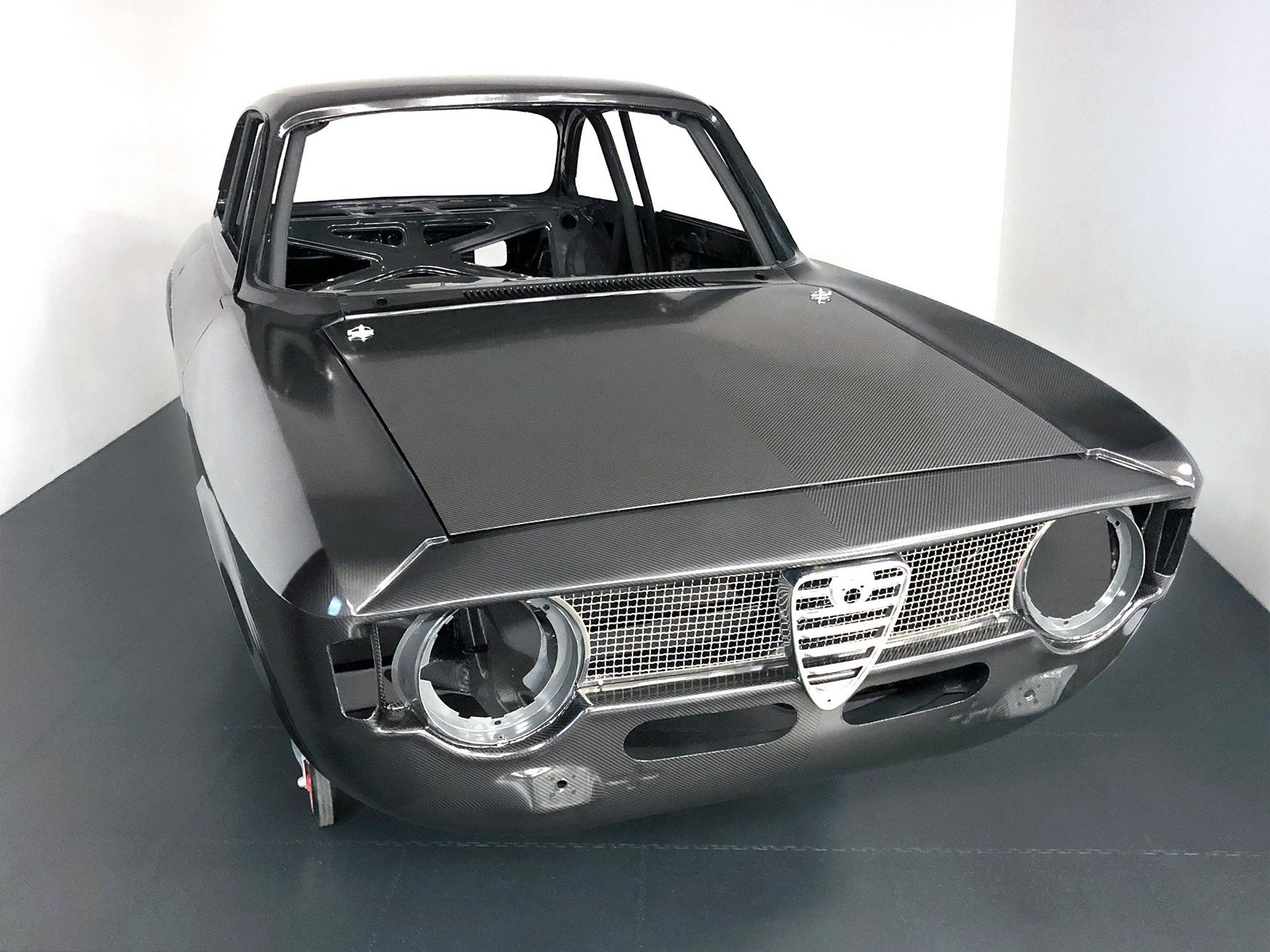 Carbon-Alfa-Romeo-Giulia-by-Alfaholics-1