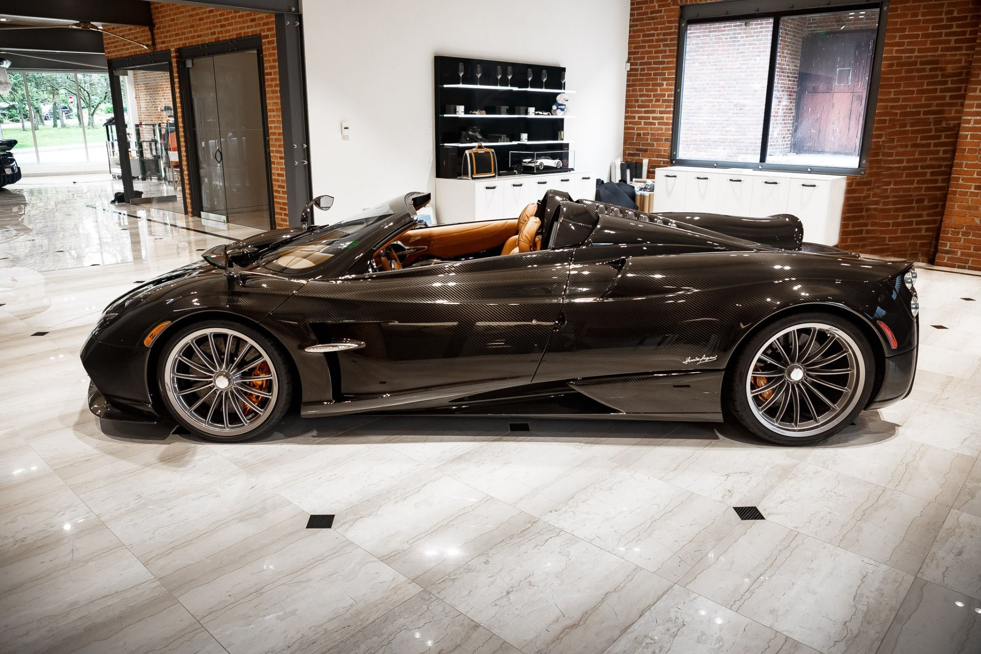 Carbon_Pagani_Huayra_Roadster_sale_0000