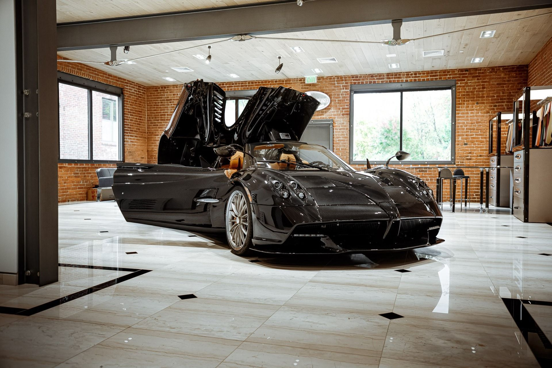 Carbon_Pagani_Huayra_Roadster_sale_0005