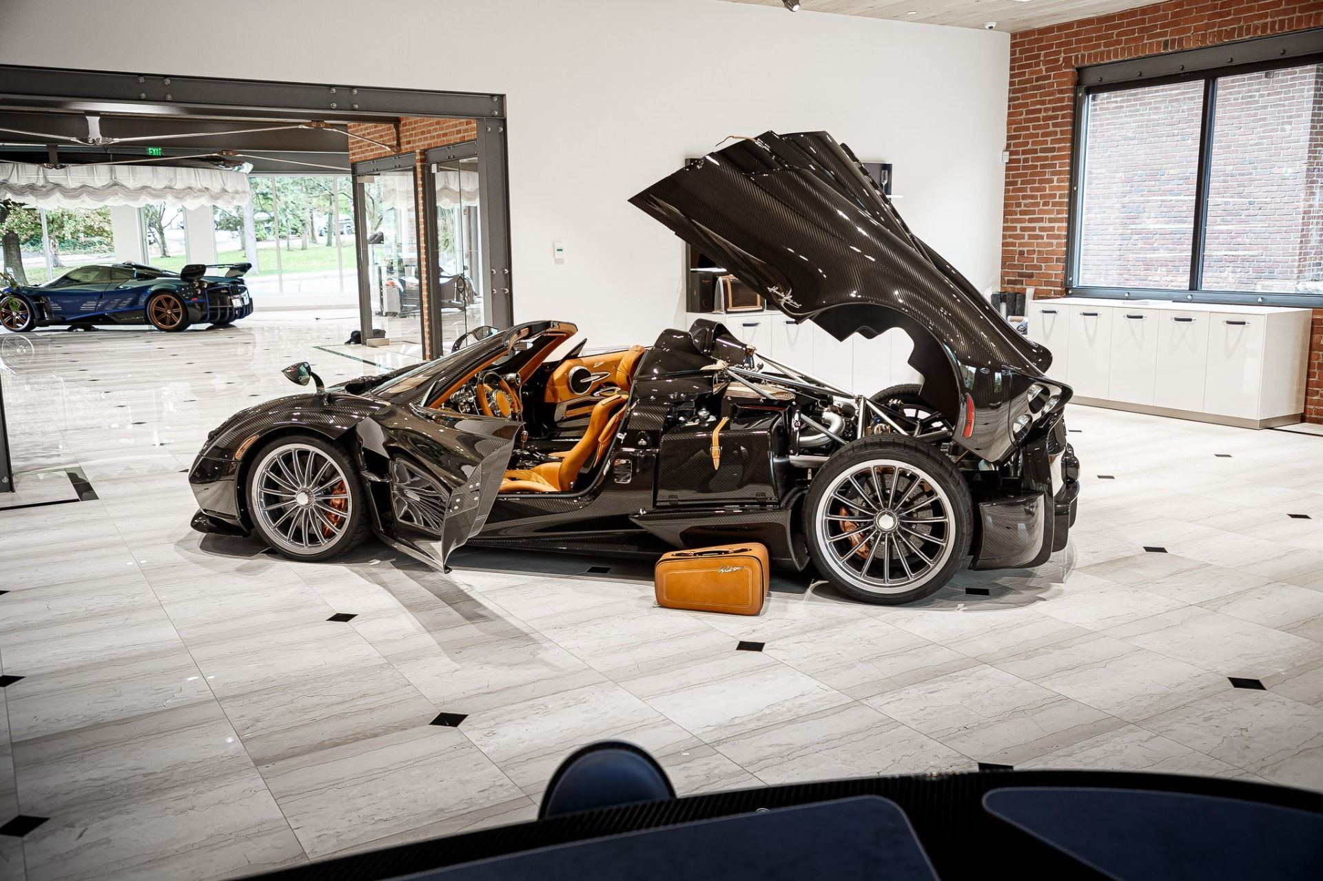 Carbon_Pagani_Huayra_Roadster_sale_0006