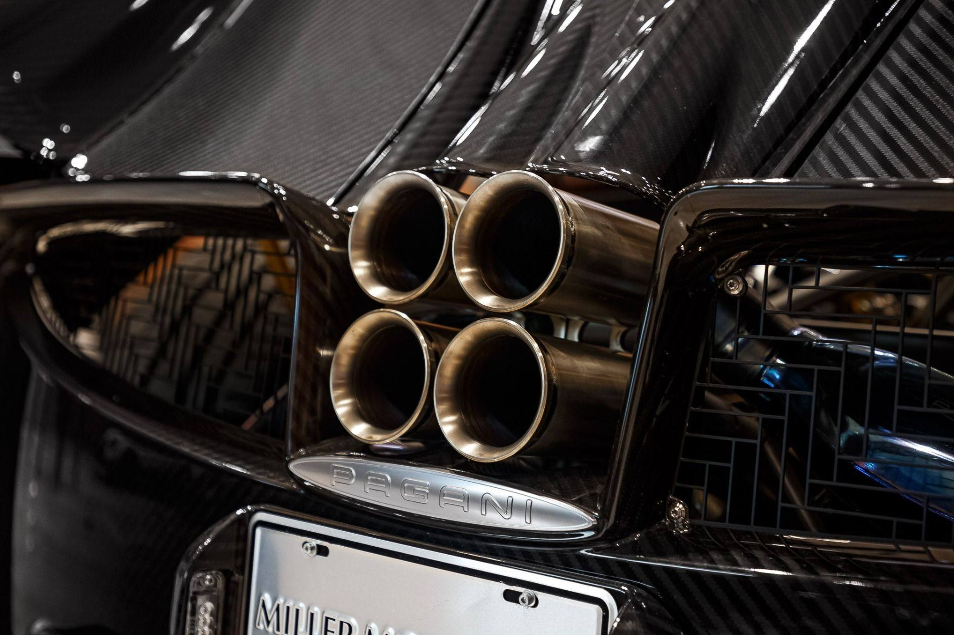 Carbon_Pagani_Huayra_Roadster_sale_0007