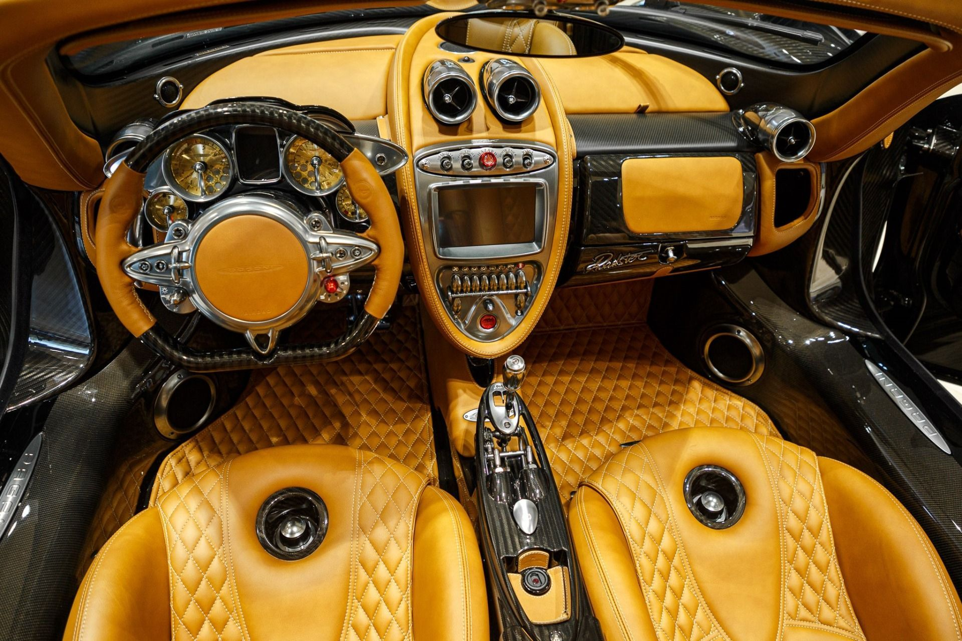 Carbon_Pagani_Huayra_Roadster_sale_0011