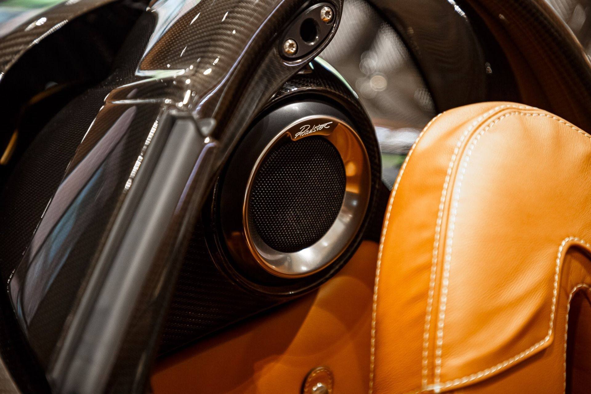 Carbon_Pagani_Huayra_Roadster_sale_0015
