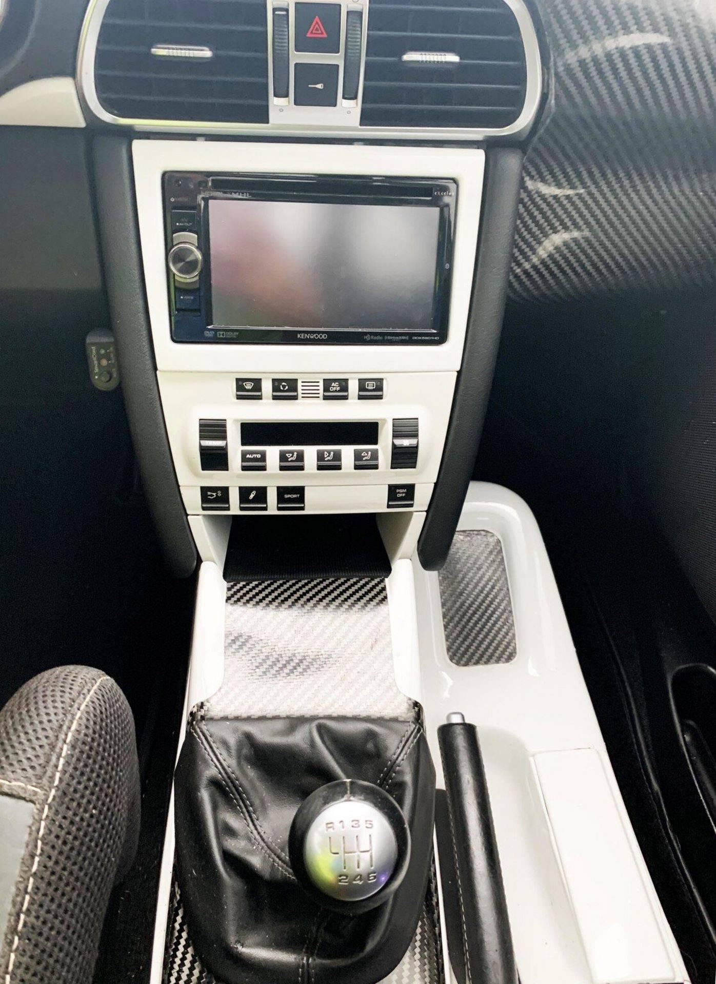 Center-Seat-Porsche-911-Carrera-S-2008-12