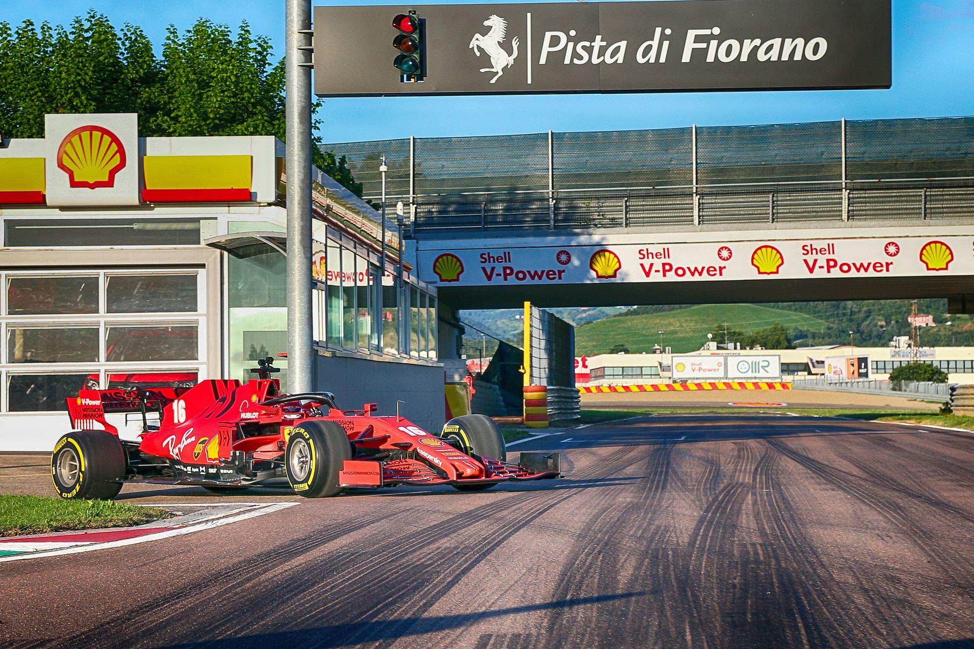 Charles-Leclerc-Ferrari-SF1000-f1-street-demo-maranello-3