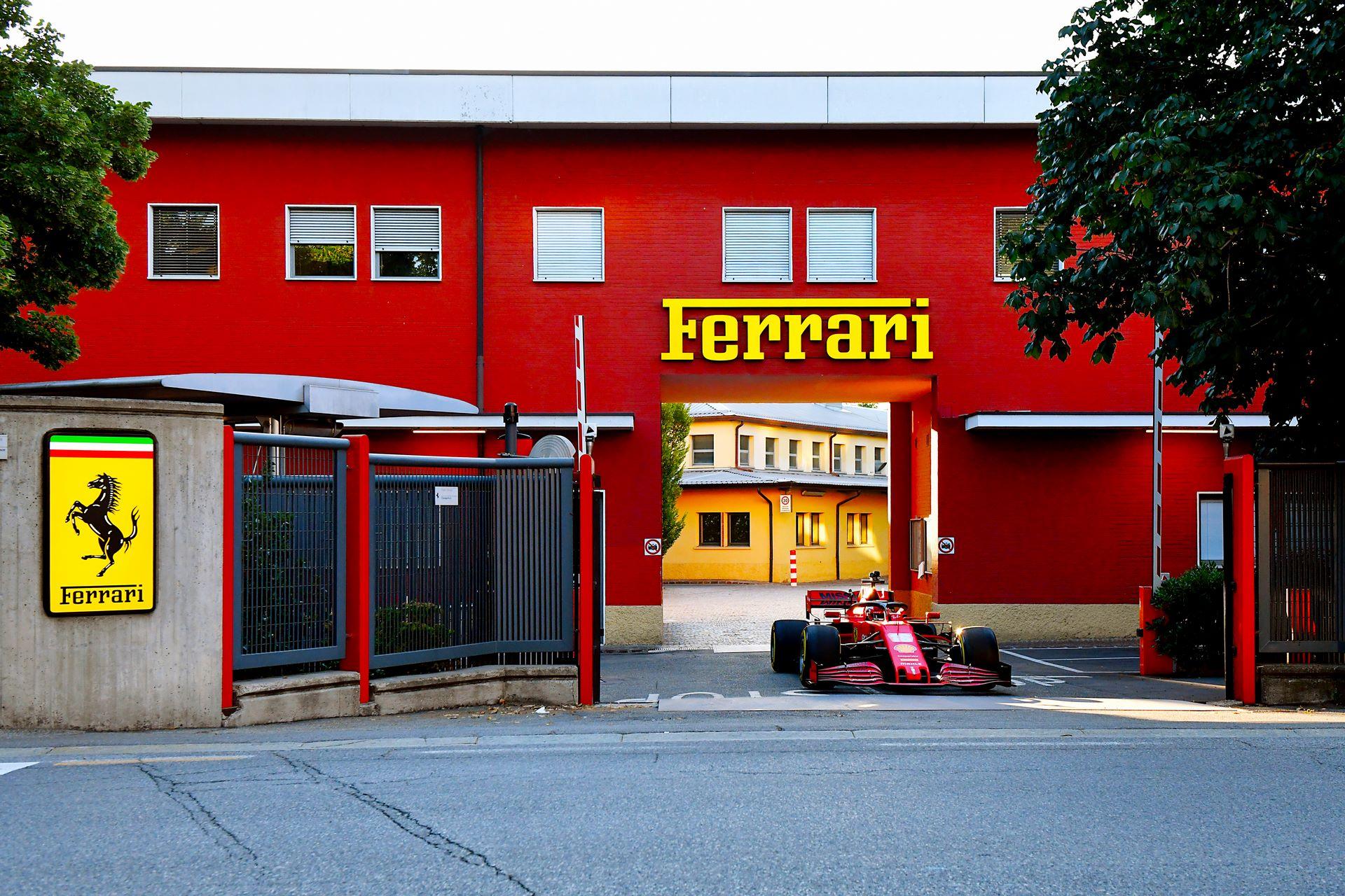Charles-Leclerc-Ferrari-SF1000-f1-street-demo-maranello-5