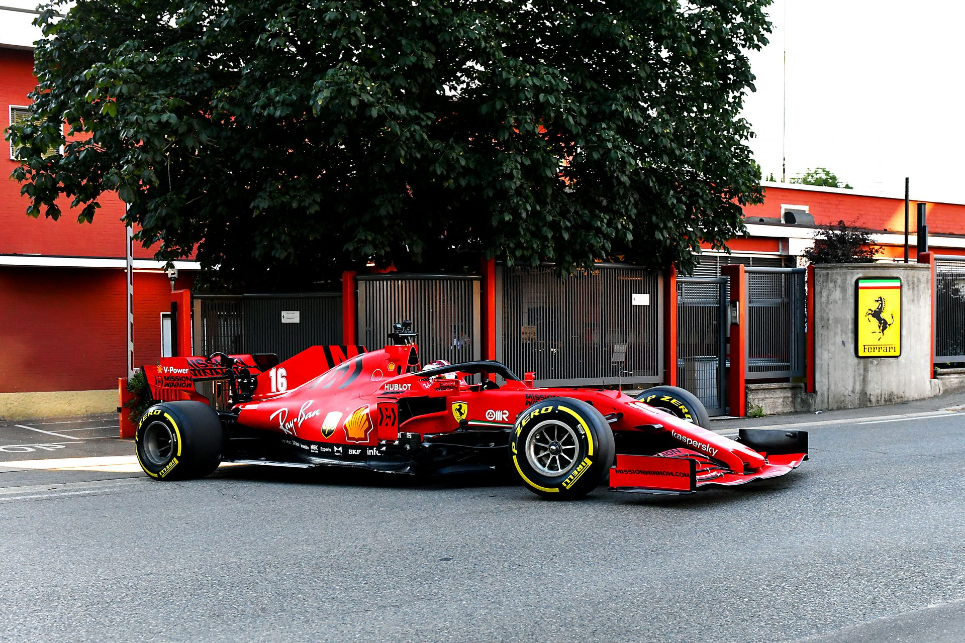 Charles-Leclerc-Ferrari-SF1000-f1-street-demo-maranello-6