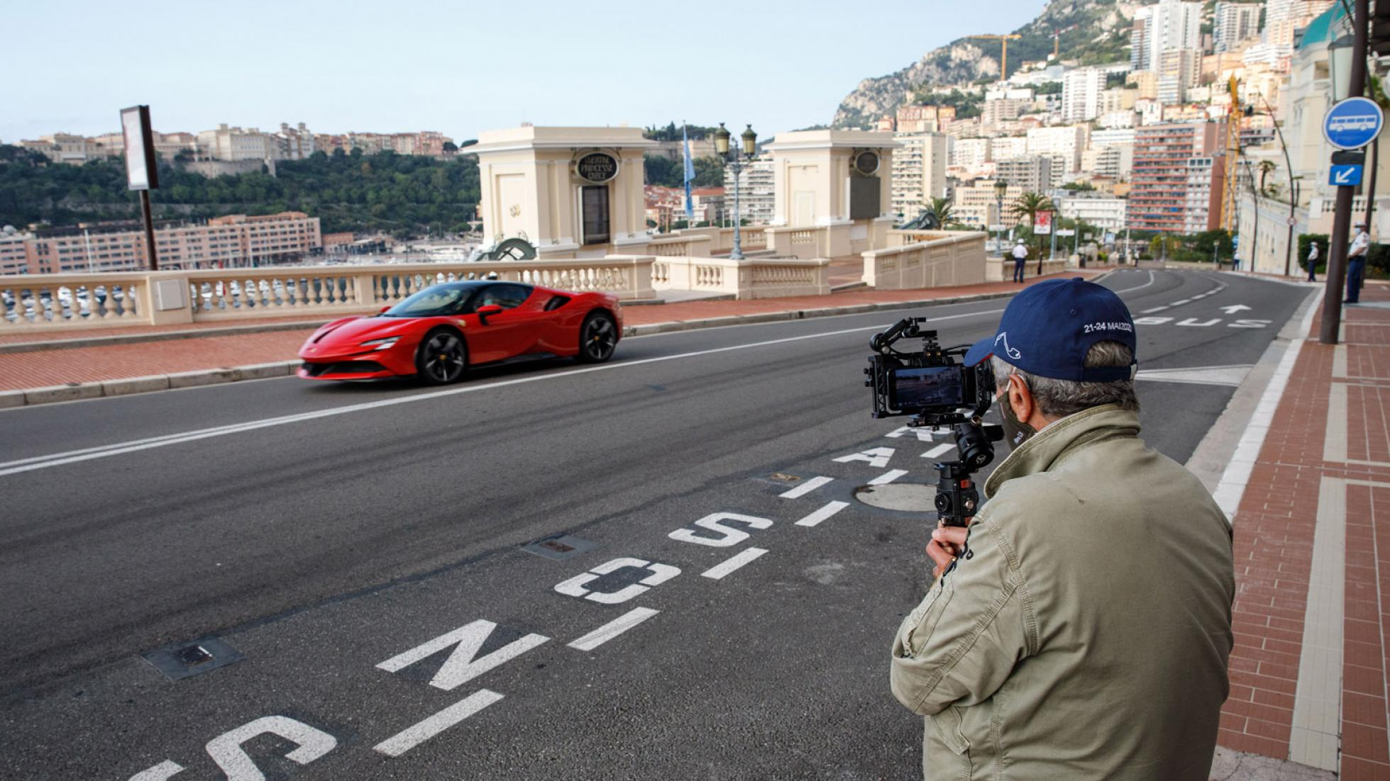 Charles-Leclerc-Ferrari-SF90-Stradale-Monaco-10