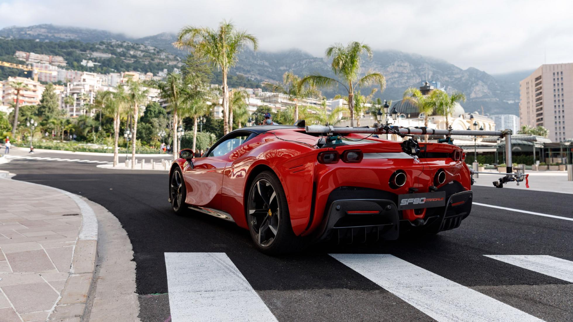 Charles-Leclerc-Ferrari-SF90-Stradale-Monaco-11