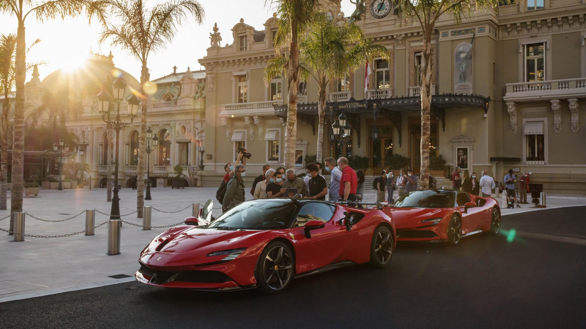 Charles-Leclerc-Ferrari-SF90-Stradale-Monaco-2