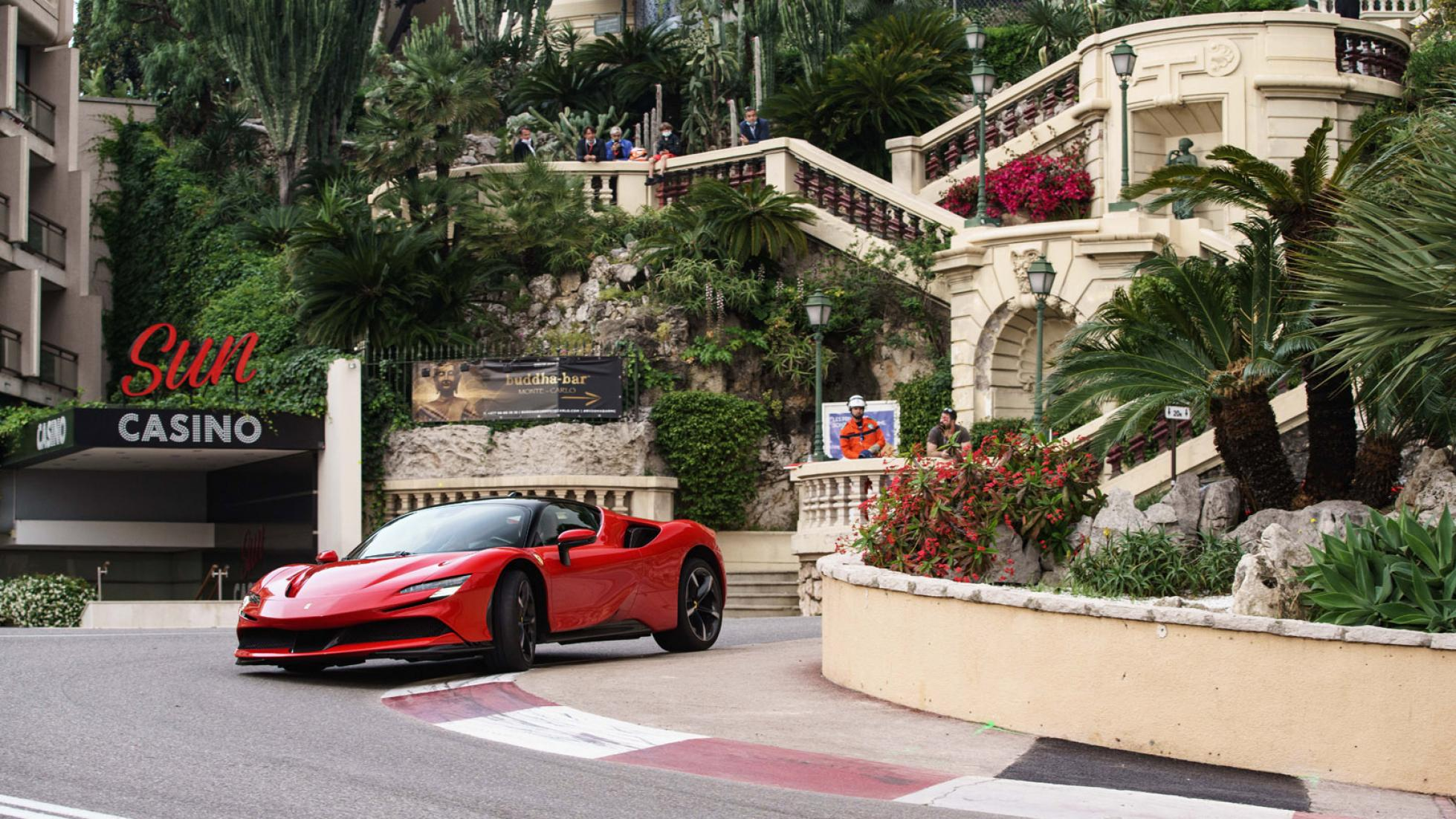 Charles-Leclerc-Ferrari-SF90-Stradale-Monaco-3
