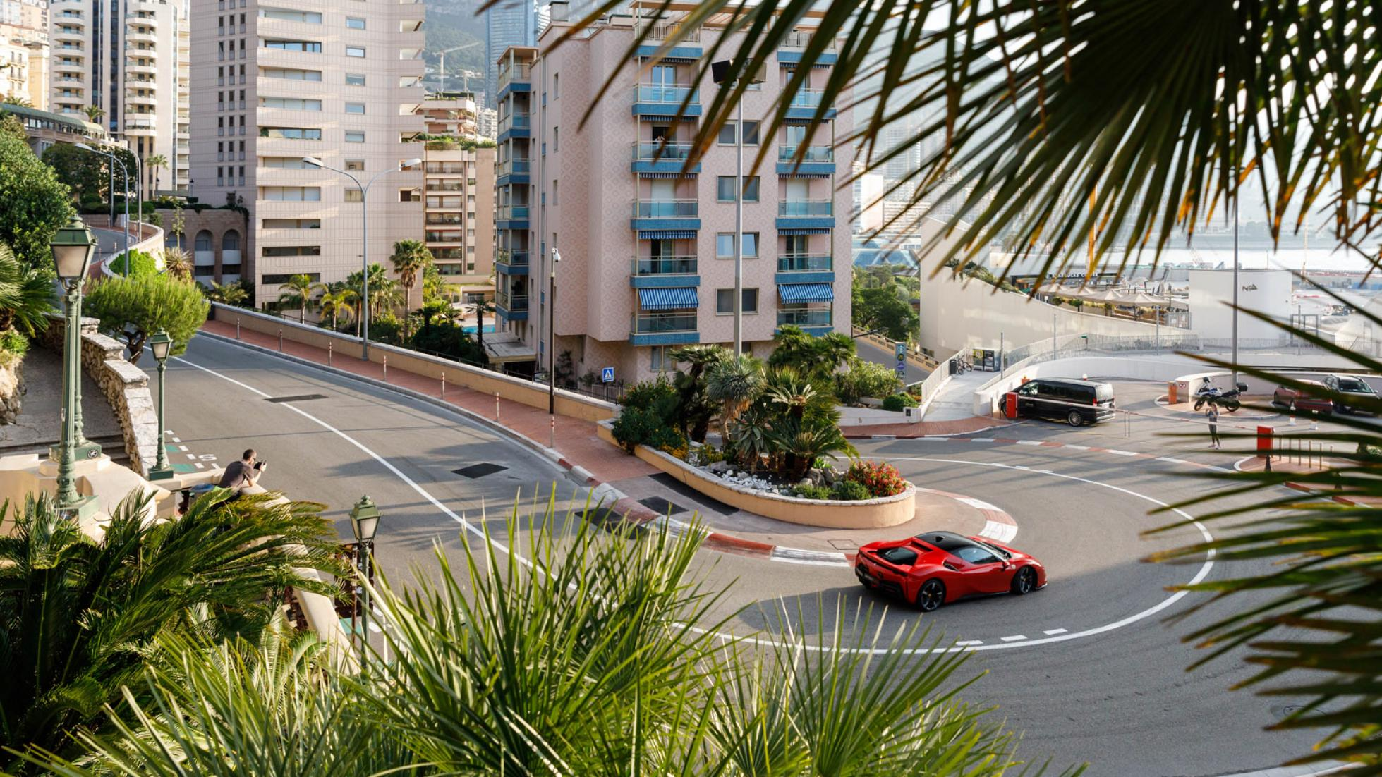 Charles-Leclerc-Ferrari-SF90-Stradale-Monaco-7