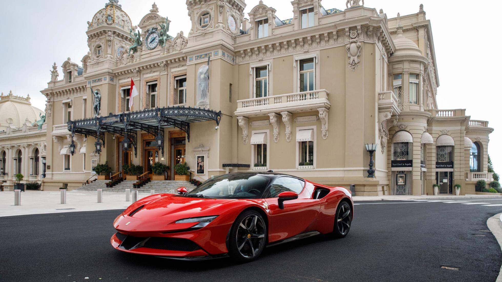 Charles-Leclerc-Ferrari-SF90-Stradale-Monaco-8