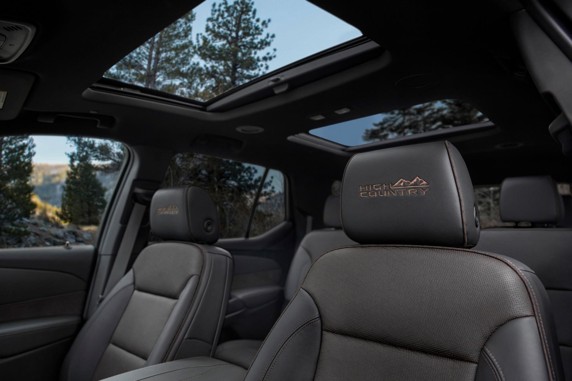 2021-Chevrolet-Traverse-11