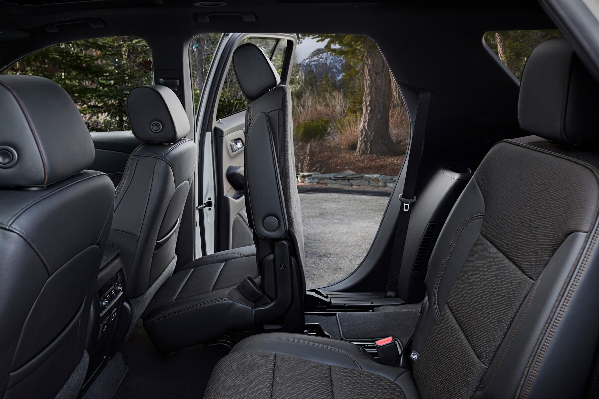 2021-Chevrolet-Traverse-12