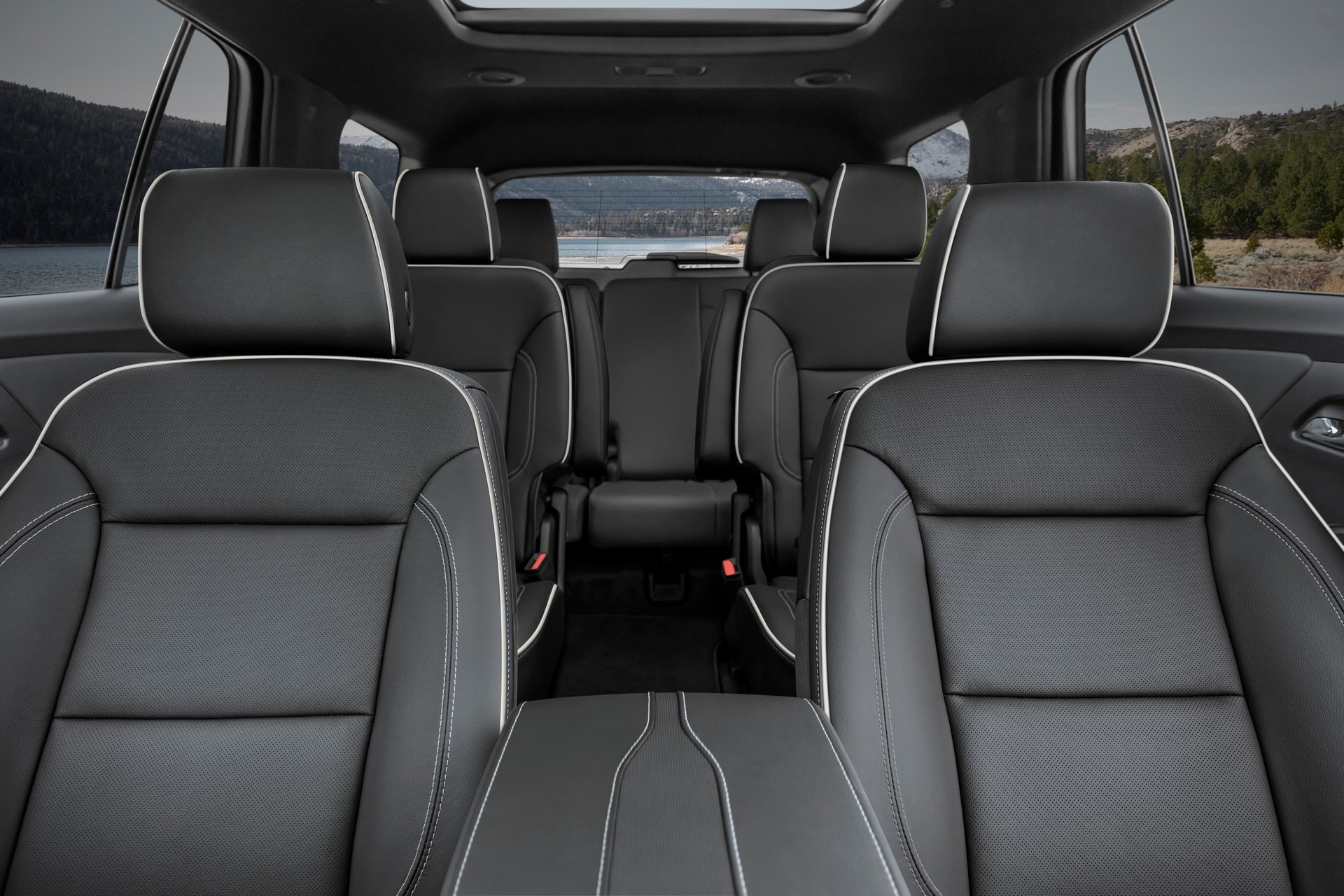 2021-Chevrolet-Traverse-18