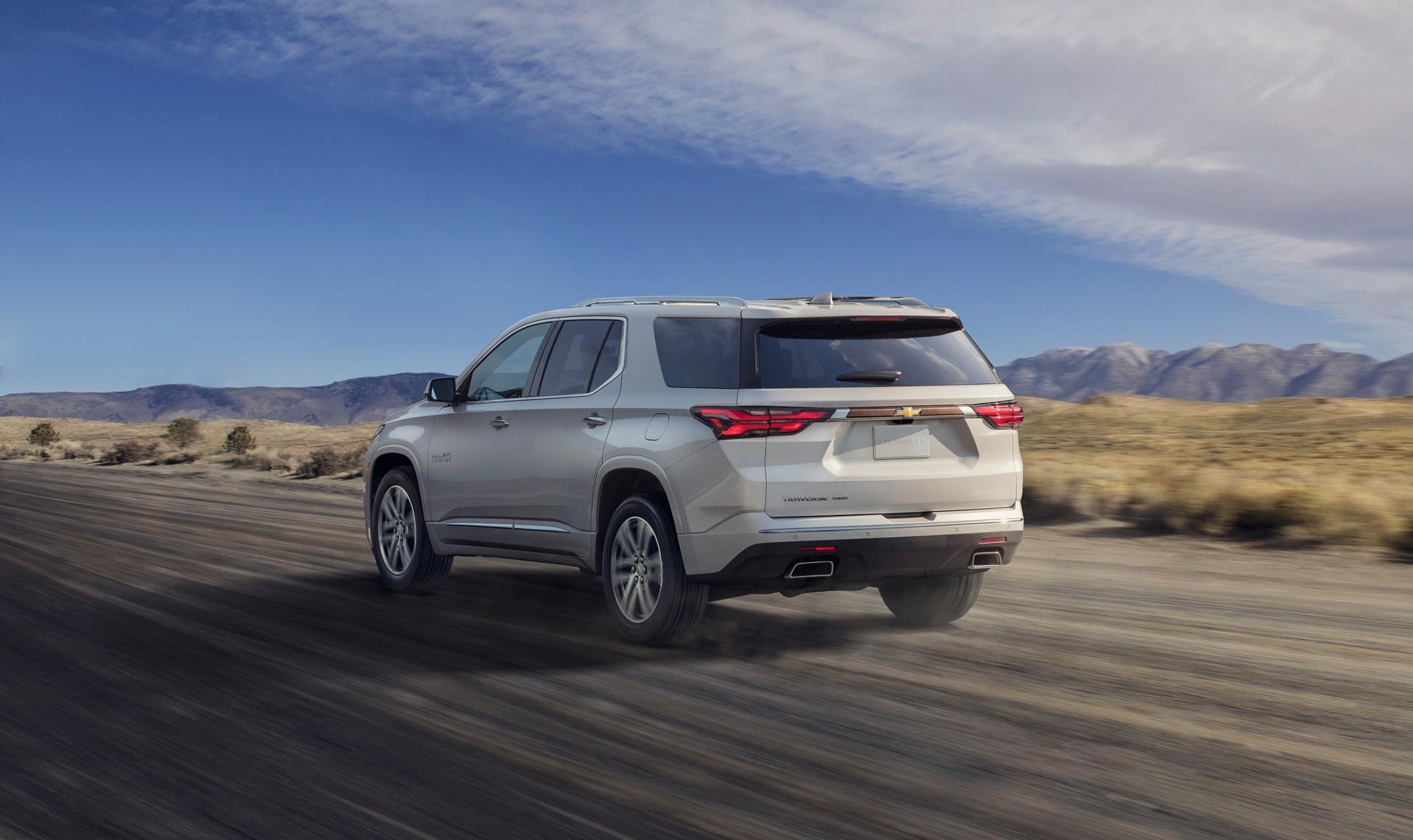 2021-Chevrolet-Traverse-2