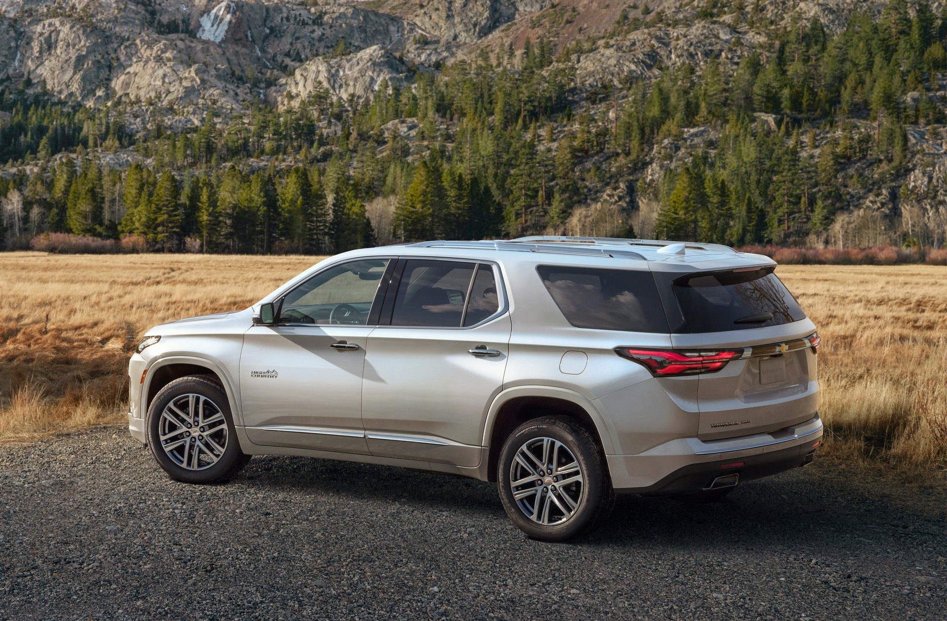 2021-Chevrolet-Traverse-3