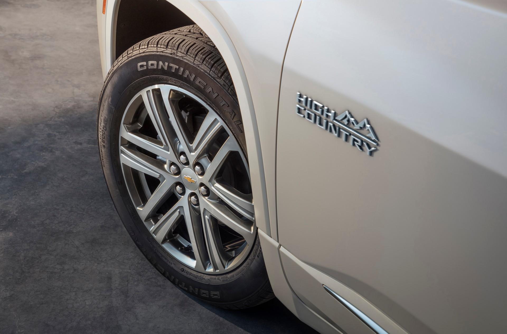 2021-Chevrolet-Traverse-8